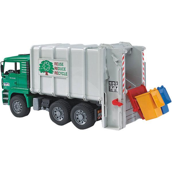 Мусоровоз MAN, BruderМашинки<br>Мусоровоз MAN (Ман), Bruder (Брудер) позволит ребенку в деталях изучить, как работает машина в реальности, ведь это крайне познавательная и реалистичная модель городской специализированной техники, которая поддерживает чистоту на улицах. 2 контейнера с мусором цепляются к специальному креплению в задней части машины, затем рычагом переворачиваются в кузов машины. Внутри располагаются механизмы для спрессовывания мусора, управляемые ручкой слева на кузове. Чтобы выгрузить мусор, нужно поднять контейнер с помощью телескопического механизма, прокрутить ручку на крыше кузова – так начнет свою работы лопата, пододвигающая мусор наружу.<br><br>Комплектация: мусоровоз, два мусорных контейнера<br><br>Характеристики:<br>-Тщательная детализация, в т. ч. внутри кабины<br>-Кабина откидывается, зеркала на стойках складываются<br>-Подъемник мусорных контейнеров<br>-Масштаб: 1:16<br>-Кузов поднимается<br>-Управление всеми механизмами мусоровоза производится при помощи удобной ручки<br>-Для наблюдения за работой пресса устроено небольшое окошко<br><br>Дополнительная информация:<br>-Размер в упаковке: 56х27х19 см<br>-Вес в упаковке: 2 кг<br>-Материалы: пластмасса, металл, резина<br>-Размеры машины: 50х19х26 см<br>-Размеры контейнеров: 4,5х4,5х8 см<br><br>Малыш обязательно оценит все возможности мусоровоза MAN во время своих увлекательных сюжетно-ролевых игр!<br><br>Мусоровоз MAN (Ман), Bruder (Брудер) можно купить в нашем магазине.<br><br>Ширина мм: 275<br>Глубина мм: 190<br>Высота мм: 575<br>Вес г: 2190<br>Возраст от месяцев: 36<br>Возраст до месяцев: 1164<br>Пол: Мужской<br>Возраст: Детский<br>SKU: 1503713
