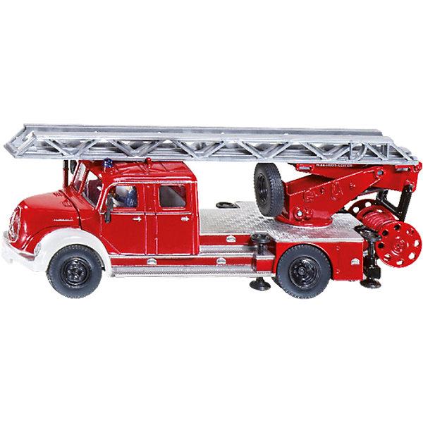SIKU 4114 Пожарная машина с лестницей Magirus 1:50Машинки<br>SIKU (СИКУ) 4114 Пожарная машина с лестницей Magirus 1:50<br><br>У машины корпус, кузов, кабина и шасси выполнены из металла, из прозрачной пластмассы выполнены «стекла» кабины. Колёса пожарной машины из резины, машину можно катать. Пожарная лестница выдвигается, поднимается и поворачивается, боковые опоры опускаются. Капот и крышки отсеков, в которых располагается дополнительное оборудование у машины, открываются. В кабине размещена фигурка водителя. Под лестницами на крыше есть запасное колесо. Позади пожарной машины расположена съемная катушка с пожарным шлангом, пожарный шланг разматывается. <br><br>Дополнительная информация:<br>-Материал: металл с элементами пластмассы<br>-Размер игрушки: 15,5 x 5,0 x 5,7 см<br>-Масштаб: 1:50<br><br>Игрушечная модель пожарной машины для маленького спасателя идеально дополнит коллекцию малыша. Игра с моделями SIKU (СИКУ) развивает воображение, мышление, память, мелкую моторику рук и координацию движений детей.<br><br>SIKU (СИКУ) 4114 Пожарную машину с лестницей Magirus 1:50 можно купить в нашем магазине.<br><br>Ширина мм: 205<br>Глубина мм: 91<br>Высота мм: 53<br>Вес г: 287<br>Возраст от месяцев: 36<br>Возраст до месяцев: 96<br>Пол: Мужской<br>Возраст: Детский<br>SKU: 1520049