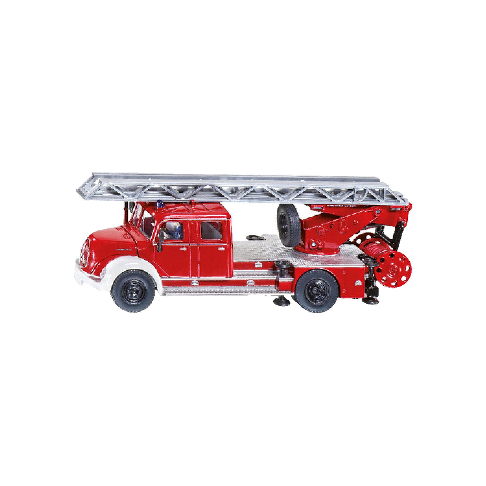 SIKU 4114 Пожарная машина с лестницей Magirus 1:50Коллекционные модели<br>SIKU (СИКУ) 4114 Пожарная машина с лестницей Magirus 1:50<br><br>У машины корпус, кузов, кабина и шасси выполнены из металла, из прозрачной пластмассы выполнены «стекла» кабины. Колёса пожарной машины из резины, машину можно катать. Пожарная лестница выдвигается, поднимается и поворачивается, боковые опоры опускаются. Капот и крышки отсеков, в которых располагается дополнительное оборудование у машины, открываются. В кабине размещена фигурка водителя. Под лестницами на крыше есть запасное колесо. Позади пожарной машины расположена съемная катушка с пожарным шлангом, пожарный шланг разматывается. <br><br>Дополнительная информация:<br>-Материал: металл с элементами пластмассы<br>-Размер игрушки: 15,5 x 5,0 x 5,7 см<br>-Масштаб: 1:50<br><br>Игрушечная модель пожарной машины для маленького спасателя идеально дополнит коллекцию малыша. Игра с моделями SIKU (СИКУ) развивает воображение, мышление, память, мелкую моторику рук и координацию движений детей.<br><br>SIKU (СИКУ) 4114 Пожарную машину с лестницей Magirus 1:50 можно купить в нашем магазине.<br><br>Ширина мм: 205<br>Глубина мм: 91<br>Высота мм: 53<br>Вес г: 287<br>Возраст от месяцев: 36<br>Возраст до месяцев: 96<br>Пол: Мужской<br>Возраст: Детский<br>SKU: 1520049