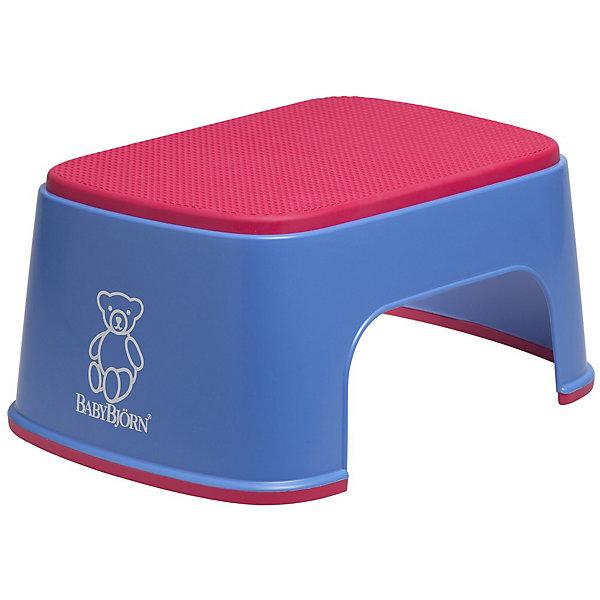 Стульчик-подставка BabyBjorn, синийНакладки на унитаз и стульчики-подставки<br>Стульчик-подставка BabyBjorn (БэйбиБьёрн) - безопасный шаг наверх! <br><br>Со стульчиком-подставкой Ваш ребенок легко и спокойно  может почистить зубы или вымыть руки, не обращаясь к Вам за помощью. Резиновая поверхность стульчика-подставки создана для того, чтобы ребенок не поскользнулся, даже если его ножки мокрые. Надежная резиновая прокладка на основании предотвращает скольжение  подставки. <br>Стульчик легко содержать в чистоте - просто ополосните его под краном. <br>Широкая цветовая гамма дает возможность выбрать максимально подходящий для вашей ванной комнаты цвет.<br><br>Дополнительная информация:<br><br>- Размер: 35 х 24 х 15 см. <br>- Материал: пластик, резина.<br>- Максимальный вес для BABYBJ?RN Стульчика–подставки не установлен. Изделие предназначено для детей. BABYBJ?RN Стульчик–подставка достаточно прочен, чтобы выдержать взрослого, но он  однозначно рассчитан на детей.<br><br>Стульчик-подставку BabyBjorn синего цвета можно купить в нашем интернет-магазине.<br><br>Ширина мм: 350<br>Глубина мм: 240<br>Высота мм: 160<br>Вес г: 570<br>Возраст от месяцев: 12<br>Возраст до месяцев: 48<br>Пол: Унисекс<br>Возраст: Детский<br>SKU: 1571395