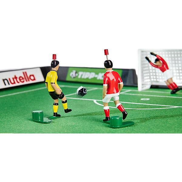 Футбол настольный Юниор 80 х 56см, TIPP-KICKСпортивные настольные игры<br>Футбол настольный Юниор 80 х 56см, TIPP-KICK - игра станет отличным подарком не только ребенку, но и взрослому, любящему спортивные игры.<br>Футбол настольный TIPP-KICK Юниор выполнен в виде футбольного поля с рекламными бордюрами. На футбольном войлочном поле зеленого цвета легко устанавливаются пластиковые ворота с натянутой сеткой. Ловкий вратарь оснащенный специальным механизмом, позволяющим фигурке двигаться из положения стоя в положение лежа, вправо, влево, отразит любую атаку противника на ворота, которую смогут организовать игроки в Ваших ловких руках. Вратари и игроки раскрашены в цвет своей команды. Перед началом игры каждый участник выбирает себе один из двух цветов, в которые окрашен мяч. В течение матча по этим цветам будет определяться, кто должен наносить удар по мячу. Например, если мяч лежит белой стороной вверх – бьет игрок, выбравший белый цвет; если мяч лежит черной стороной вверх – бьет игрок, выбравший черный цвет. В перерыве матча игроки меняются сторонами поля и цветами мяча. Удары по мячу наносят, нажимая на кнопку на голове полевого игрока. Победителем объявляется игрок, забивший больше голов, чем соперник. Игра развивает ловкость, быстроту реакции, стремление к победе и соревновательные навыки.<br><br>Дополнительная информация:<br><br>- В наборе: футбольное поле (разметка 80х56см); 2 ворот; 2 вратаря на специальных механизмах, 2 игрока с встроенным механизмом; 2 двухцветных ребристых мяча; правила игры (на русском языке)<br>- Материал: пластик<br>- Упаковка: красочная картонная коробка<br>- Размер упаковки: 60х32х8 см.<br>- Вес: 1,6 кг.<br><br>Футбол настольный Юниор 80 х 56см, TIPP-KICK можно купить в нашем интернет-магазине.<br><br>Ширина мм: 610<br>Глубина мм: 325<br>Высота мм: 83<br>Вес г: 1465<br>Возраст от месяцев: 36<br>Возраст до месяцев: 96<br>Пол: Мужской<br>Возраст: Детский<br>SKU: 1737318