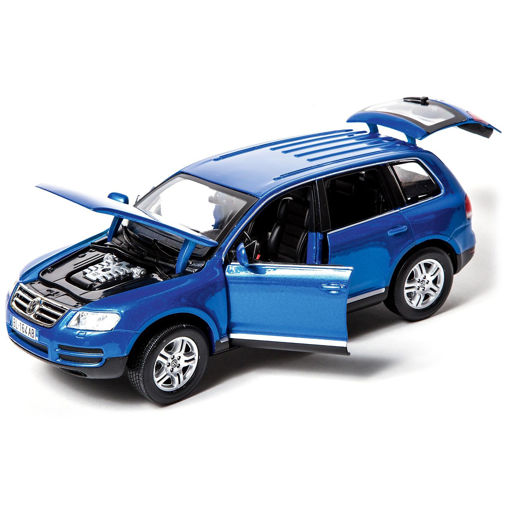 Машина Volkswagen Touareg металл., 1:18, BburagoМашина Volkswagen Touareg металлическая, 1:18, Bburago (Бураго)<br>Компания Bburago – мировой лидер в производстве коллекционных  моделей автомобилей.  <br>Более 30 лет профессиональные дизайнеры Bburago разрабатывают точные копии современных машин и ретро машин известных марок.  <br><br>Мировой дебют Touareg состоялся на автосалоне в Париже 26 сентября 2002 года.<br>Название автомобиля словно переносит нас в средние века, когда туарегами называли «рыцарей пустыни», племена кочевников, живущих в Сахаре.<br>Сегодня Touareg –  внедорожник представительского класса.<br>Он стал олицетворением принципиально новой концепции Volkswagen, соединив в себе качества отличного внедорожника с комфортом седана и динамикой спортивного автомобиля.<br><br>Функциональность игрушки:<br>-  модель автомобиля  создана в масштабе 1:18<br>-  у автомобиля крутится руль, открываются двери и капот<br>-  цвет автомобиля: синий металлик, красный металлик<br><br>Играя с маленьким автомобилем, ребенок развивает координацию движений, воображение, мелкую моторику.  <br><br>С автомобилями Bburago можно не только играть, но и сделать их частью своей коллекции!<br><br>Дополнительная информация:<br><br>- Материал: Металл<br>- Размеры упаковки: 29,6 х 20 х 12 см<br>- Вес: 1,075 кг.<br><br>ВНИМАНИЕ! Данный артикул имеется в наличии в разных цветовых исполнениях(синий металлик, красный металлик). К сожалению, заранее выбрать определенный цвет невозможно. <br><br>Игрушку Машина Volkswagen Touareg металл., 1:18, Bburago можно купить в нашем интернет-магазине.<br><br>Ширина мм: 183<br>Глубина мм: 302<br>Высота мм: 124<br>Вес г: 1167<br>Возраст от месяцев: 72<br>Возраст до месяцев: 1200<br>Пол: Мужской<br>Возраст: Детский<br>SKU: 1784035