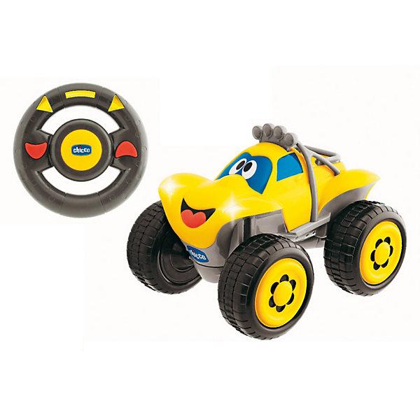 Машинка Билли-большие колеса, желтая, ChiccoРадиоуправляемые машины<br>Машинка Билли-большие колеса Chicco (Чико) - радиоуправляемая машинка с интуитивным управлением для маленьких гонщиков!<br><br>Билли - это абсолютная новинка в мире радиоуправляемых моделей, т.к. подобных управлений до этого не существовало! Билли оснащен революционным интуитивным управлением, чтобы ребенок мог почувствовать себя за рулем настоящего джипа! Пульт радиоуправления в форме руля позволяет выбирать направление движения простым поворотом руля. Мотор рычит, клаксон гудит, а фары горят.... как у настоящей машины. <br><br>Возьмите руль в руки и поворачивайте его влево и вправо, как настоящий руль. Билли будет следовать движениям руля. Билли также может ехать прямо или назад. Дополнительно автомобиль будет издавать различные звуки. Для того, чтобы при заднем ходе ничего не случилось, звучит предупреждающий сигнал и огоньки подают соответствующий сигнал. В середине руля находится звуковой сигнал, который поможет предупредить всех о том, что Билли приближается!<br><br>Машинку Билли-большие колеса Chicco можно купить в нашем интернет-магазине.<br><br>Дополнительная информация:<br>- Частота: 40.675 MHz<br>- Размер: прибл. 38х19х20 см<br>- Для работы необходимы 4 батарейки А и 3 батарейки ААА. В комплект не входят.<br><br>Ширина мм: 334<br>Глубина мм: 193<br>Высота мм: 215<br>Вес г: 1010<br>Возраст от месяцев: 24<br>Возраст до месяцев: 48<br>Пол: Мужской<br>Возраст: Детский<br>SKU: 1841663