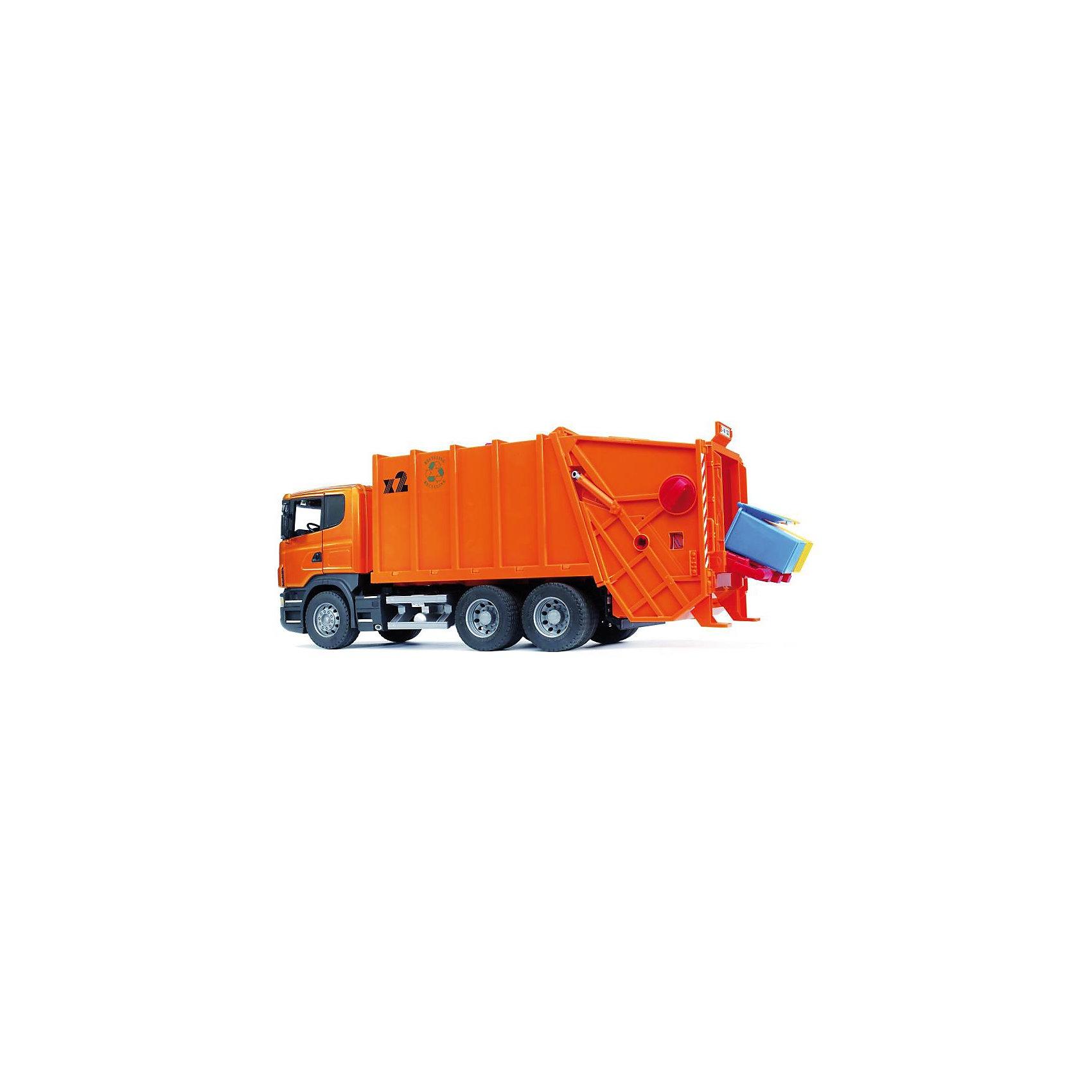 Мусоровоз Scania, BruderМусоровоз Scania (цвет оранжевый) с задней загрузкой мусорных корзин позволит ребенку в игре повторить весь процесс сбора мусора поэтапно - от загрузки до транспортировки. Компания Bruder смогла воспроизвести в игрушечной модели даже способность машины к подъему мусорных баков. <br><br>Дополнительная информация:<br> <br>- кабина спереди застеклена прозрачным поликарбонатом, оборудована вращающимся рулем, 2 креслами и декоративными рычагами, откидывается для доступа к двигателю<br>- зеркала заднего вида складываются  <br>- кузов машины состоит из двух отсеков для мусора, задний отсек поднимается вручную <br>- подъемник мусорных корзин забрасывает мусор из корзин в заднюю часть мусорного контейнера <br>- сдвигающийся пресс мусорного контейнера управляется красной ручкой <br>- приёмный контейнер оснащен телескопическим механизмом, поднимается для отгрузки на 45° <br>- лопата для отгрузки мусора приводится в движение вращением ручки на крыше кузова <br>- мусорные баки закрепляются на подъемном механизме с помощью держателя, крышки баков открываются <br>- колеса с крупными протекторами <br>- мусоровоз Scania Брудер при вращении рукоятки поднимает и опустошает мусорные баки <br>- в комплекте: мусоровоз Scania оранжевый Брудер, 2 мусорных бака <br>- размеры: длина машины-62 см, высота-26 см. Баки 7Х6 см <br>- масштаб 1:16<br>- материал: ударопрочная пластмасса, колеса резиновые<br><br>Мусоровоз Scania, Bruder можно купить в нашем магазине.<br><br>Ширина мм: 708<br>Глубина мм: 291<br>Высота мм: 213<br>Вес г: 3192<br>Возраст от месяцев: 36<br>Возраст до месяцев: 96<br>Пол: Мужской<br>Возраст: Детский<br>SKU: 1999717