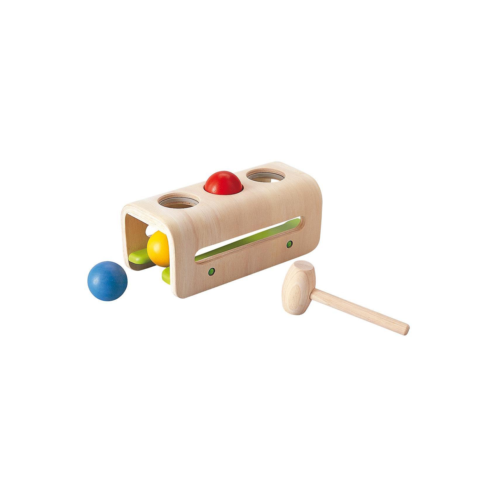 PLAN TOYS 5348 Доска с молоточком и шарикамиРазвивающие игрушки<br>Игрушка помогает улучшить координацию глаза-рука и тренирует навыки выравнивания и прицеливания. <br><br>Когда все шары будут забиты, они скатятся обратно, готовые развлекать малыша снова и снова. Забивание шаров способствует развитию мелкой моторики и коцентрации. Кроме того, удары по шарам помогают детям уменьшить напряжение, а также развивается понимание принципов причина-следствие. <br><br>Игрушка выполнена из каучукового дерева с использованием нетоксичных красок и специально изготовлена с закругленными краями, чтобы избежать вероятности травмирования. <br><br>Размеры игрушки: 24.0 x 11.5 x 10.0 см. <br><br>Размеры упаковки: 28.0 x 11.5 x 12.5 см. <br><br>Для детей от 1 года.<br><br>Материал: каучуковое дерево.<br><br>Ширина мм: 285<br>Глубина мм: 128<br>Высота мм: 115<br>Вес г: 886<br>Возраст от месяцев: 12<br>Возраст до месяцев: 36<br>Пол: Мужской<br>Возраст: Детский<br>SKU: 2035262