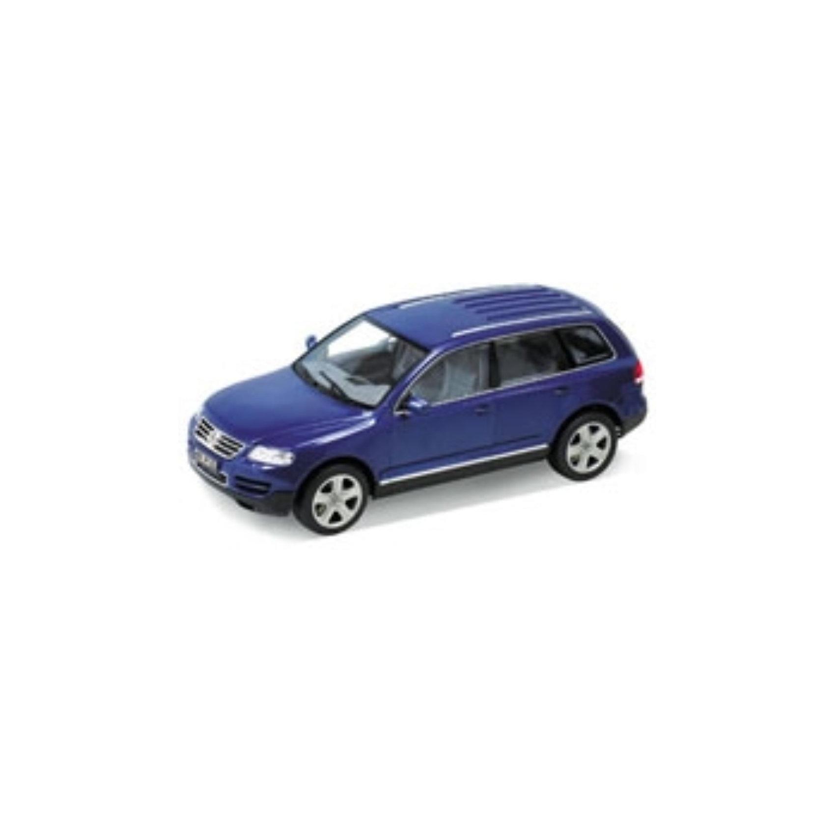 Welly Модель машины 1:18 VW TOUAREGМодель автомобиля масштаба 1:18. У машинки открываются капот, багажник и двери. Предусмотрено специальное приспособление для открывания дверей. Поворотом руля можно повернуть колеса.<br><br>Ширина мм: 340<br>Глубина мм: 160<br>Высота мм: 140<br>Вес г: 1416<br>Возраст от месяцев: 84<br>Возраст до месяцев: 1188<br>Пол: Мужской<br>Возраст: Детский<br>SKU: 2150042