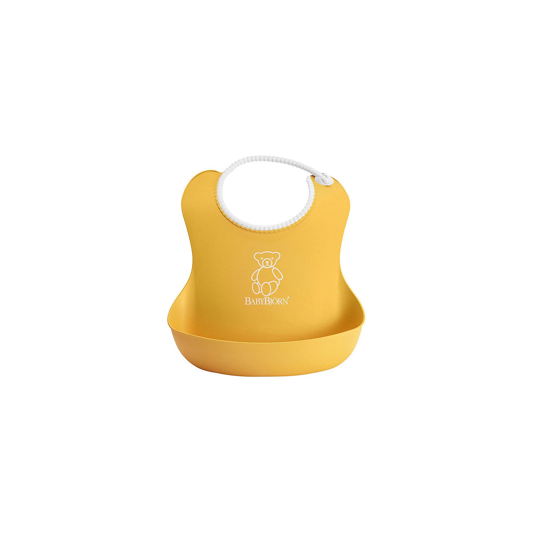Мягкий нагрудник с карманом BabyBjorn, жёлтыйНакладки на грудь<br>Мягкий нагрудник с карманом BabyBjorn (БэйбиБьёрн) - функциональный и удобный нагрудник для активных детишек!<br><br>Этот нагрудник является незаменимым помощником для родителей, чьи дети активны во время еды. <br><br>Эргономичный дизайн нагрудника идеально подходит к строению тела малыша. Не стоит переживать из-за того, что нагрудник изготовлен из мягкого пластика - горловина очень мягкая, поэтому не поцарапает шею малыша, а замочек легко застёгивается. Вся пища останется в специальном кармане для улавливания пищи, сам нагрудник легко мыть даже в посудомоечной машине. <br><br>Яркий дизайн улучшит аппетит малыша во время самостоятельного приёма пищи! <br><br>Мягкий нагрудник с карманом BabyBjorn можно купить в нашем интернет-магазине.<br><br>Дополнительная информация:<br>- Размер горловины: 19-30 см.<br>- Цвет: желтый.<br>- Материал: полиэстат. Не содержит фталатов или ПВХ.<br><br>Ширина мм: 250<br>Глубина мм: 550<br>Высота мм: 325<br>Вес г: 100<br>Возраст от месяцев: 4<br>Возраст до месяцев: 36<br>Пол: Унисекс<br>Возраст: Детский<br>SKU: 2157582