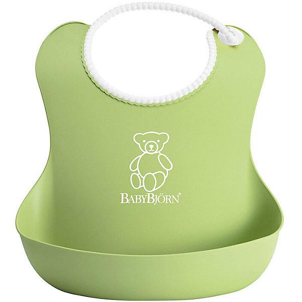 Мягкий нагрудник с карманом BabyBjorn, зеленыйНагрудники и салфетки<br>Мягкий нагрудник с карманом BabyBjorn (БэйбиБьёрн) - функциональный и удобный нагрудник для активных детишек!<br><br>Этот нагрудник является незаменимым помощником для родителей, чьи дети активны во время еды. <br><br>Эргономичный дизайн нагрудника идеально подходит к строению тела малыша. Не стоит переживать из-за того, что нагрудник изготовлен из мягкого пластика - горловина очень мягкая, поэтому не поцарапает шею малыша, а замочек легко застёгивается. Вся пища останется в специальном кармане для улавливания пищи, сам нагрудник легко мыть даже в посудомоечной машине. <br><br>Яркий дизайн улучшит аппетит малыша во время самостоятельного приёма пищи! <br><br>Мягкий нагрудник с карманом BabyBjorn можно купить в нашем интернет-магазине.<br><br>Дополнительная информация:<br><br>- Размер горловины: 19-30 см.<br>- Цвет: зеленый.<br>- Материал: полиэстат. Не содержит фталатов или ПВХ.<br><br>Мягкий нагрудник с карманом BabyBjorn, зеленый можно купить в нашем магазине.<br>Ширина мм: 254; Глубина мм: 324; Высота мм: 71; Вес г: 102; Возраст от месяцев: 4; Возраст до месяцев: 36; Пол: Унисекс; Возраст: Детский; SKU: 2157583;