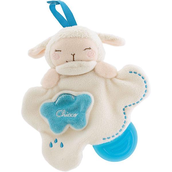 Мягкая игрушка с прорезывателем Овечка Sweet Love, ChiccoИгрушки для новорожденных<br>Мягкая игрушка с прорезывателем Овечка Sweet Love, Chicco (Чико) - подвесная игрушка, которой малыш сможет играть в кроватке или манеже.<br>Очаровательная игрушка с -прорезывателем Chicco Овечка Sweet Love станет верным другом для вашего малыша. Она выполнена из мягкого нежного текстурного материала в виде овечки на облачке. Игрушка представляет собой салфеточку, в одном из уголков которой расположен прорезыватель из мягкого высококачественного пластика. Благодаря рельефной поверхности он поможет крохе снять неприятные ощущения при появлении зубов. Внутри овечки спрятана сфера, гремящая при тряске. На облачке находится небольшая тучка с шуршащим элементом внутри. Под тучкой скрывается маленькое солнышко, с которым ребенок может играть в прятки. Форма игрушки удобна для маленьких детских ручек. Малыш сможет ее держать, трясти и перекладывать из одной ручки в другую. Игрушка снабжена текстильными завязочками, с помощью которых ее можно закрепить на кроватке, коляске или кресле малыша.  Игрушка с прорезывателем Овечка Sweet Love поможет ребенку развить цветовое восприятие, тактильные ощущения и мелкую моторику рук. Можно стирать в стиральной машине.<br><br>Дополнительная информация:<br><br>- Цвет: кремовый, голубой<br>- Материал: текстиль, пластик<br>- Высота игрушки: 15 см.<br>- Размер упаковки: 21 х 16 х 5,5 см.<br><br>Мягкую игрушку с прорезывателем Овечка Sweet Love, Chicco (Чико) можно купить в нашем интернет-магазине.<br><br>Ширина мм: 161<br>Глубина мм: 57<br>Высота мм: 210<br>Вес г: 214<br>Возраст от месяцев: 3<br>Возраст до месяцев: 60<br>Пол: Унисекс<br>Возраст: Детский<br>SKU: 2231681