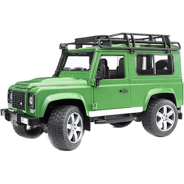 Внедорожник Land Rover DefenderМашинки<br>Внедорожник Land Rover Defender - копия реальной техники в масштабе 1:16.<br><br>Особенности игрушки:<br><br>- Капот двигателя открывается и закрепляется на поддерживающей стойке. В закрытом положении плотно фиксируется защёлками.<br>- Передние двери и задний борт машины открываются, есть запасное колесо. <br>- При необходимости перевозки груза, снимаются задние сидения.<br>- Вращая руль в кабине, можно управлять передними колесами – при его повороте колёса заворачивают и машина движется в нужную сторону.<br>- Протекторы шин имеют четкий рельеф и не гремят при езде.<br>- Лебедка в комплект не входит.<br><br>Дополнительная информация:<br><br>- Материал: пластмасса.<br>- Размеры упаковки: 16 х 38 х 16,5 см.<br>- Вес: 780 гр.<br><br>Внедорожник Land Rover Defender от Bruder (Брудер) можно купить в нашем магазине.<br>Ширина мм: 384; Глубина мм: 164; Высота мм: 185; Вес г: 790; Возраст от месяцев: 36; Возраст до месяцев: 96; Пол: Мужской; Возраст: Детский; SKU: 2238045;