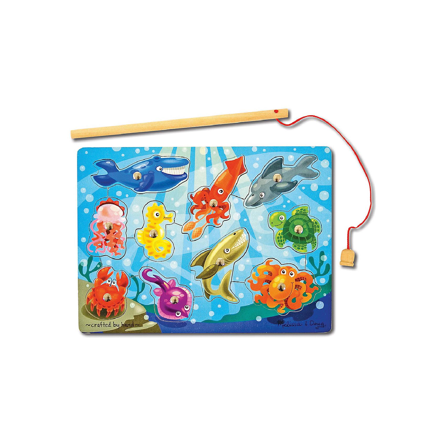 Магнитная игра Рыбалка, Melissa&amp;DougМагнитная игра Рыбалка, Melissa&amp;Doug - красочная развивающая игрушка, которая познакомит Вашего малыша с разными морскими животными и рыбками.<br>Рамка- основа представляет из себя яркую картинку с изображением подводного мира. В специальные углубления вставлены детальки с различными морскими обитателями, каждая деталь строго на свое место. Цель игры -  при помощи магнитной удочки вынимать детали-рыбок из основы, а затем возвращать на свое место. <br><br>На каждой детали прикреплен магнит, что позволяет малышу легко и просто вылавливать рыбок из моря. Все детали игры качественно обработаны и окрашены безопасными красителями. Игра развивает координацию движений, мелкую моторику, внимание, навыки начального счета и логическое мышление.<br><br>Дополнительная информация:<br><br>- Материал: дерево, металл. <br>- Размер упаковки: 2,5 х 23 х 30,5 см. <br>- Вес: 0,5 кг.<br> <br>Магнитную игру Рыбалка, Melissa&amp;Doug, можно купить в нашем интернет-магазине.<br><br>Ширина мм: 10<br>Глубина мм: 220<br>Высота мм: 290<br>Вес г: 450<br>Возраст от месяцев: 36<br>Возраст до месяцев: 72<br>Пол: Унисекс<br>Возраст: Детский<br>SKU: 2401077