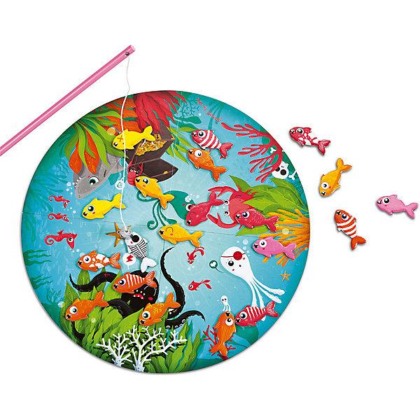 Настольная магнитная игра Рыбалка, JanodСпортивные настольные игры<br>Настольные игры - отличный способ развивать способности ребенка в занимательной форме. Рыбалка - любимое занятие многих детей. Эта игра очень удобна - ее можно брать с собой в дорогу, благодаря продуманной форме хранится она очень компактно. Она развивает также мелкую моторику, воображение, логическое мышление, цветовосприятие. Такая игра надолго занимает детей и помогает увлекательно провести время!<br>Настольная игра Рыбалка состоит из 20 рыбок, 20 карточек, 4 удочек и игрового поля. Каждый игрок вытаскивает карточку с изображением рыбки, после чего должен найти такую же не поле и поймать. Выигрывает тот, кто быстрее найдет своих рыбок и достанет магнитной удочкой. Игра разработана опытными специалистами, сделана из высококачественных материалов, безопасных для детей.<br><br>Дополнительная информация:<br><br>материал: дерево, магнит, картон;<br>размер поля: 40 см;<br>размер упаковки: 26 х 23 х 8 см;<br>комплектация:  поле, 20 карточек, 4 удочки, 20 рыбок.<br><br>Настольную магнитную игру Рыбалка от компании Janod можно купить в нашем магазине.<br><br>Ширина мм: 240<br>Глубина мм: 270<br>Высота мм: 90<br>Вес г: 826<br>Возраст от месяцев: 72<br>Возраст до месяцев: 120<br>Пол: Унисекс<br>Возраст: Детский<br>SKU: 2410275