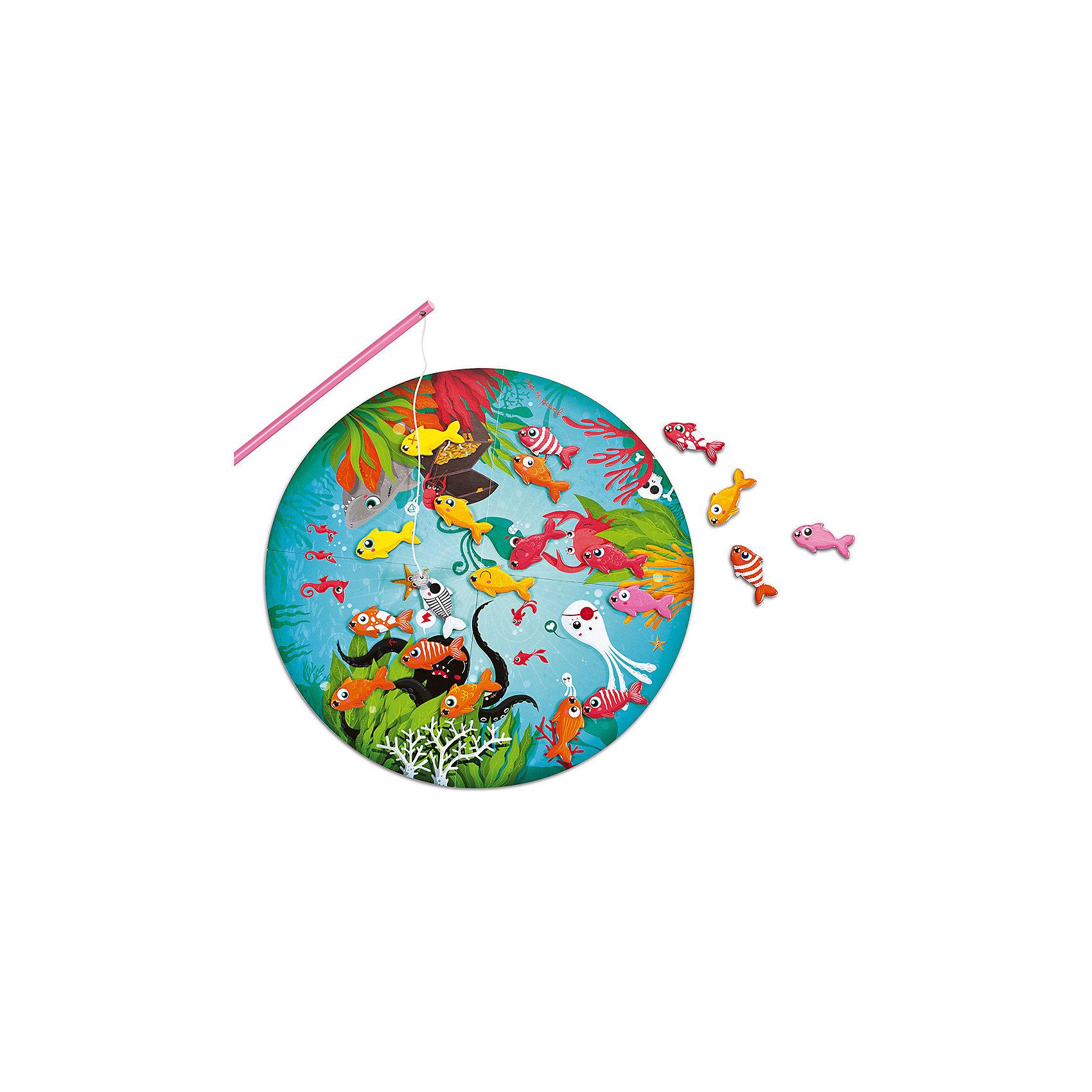 Настольная магнитная игра Рыбалка, JanodНастольные игры для всей семьи<br>Настольные игры - отличный способ развивать способности ребенка в занимательной форме. Рыбалка - любимое занятие многих детей. Эта игра очень удобна - ее можно брать с собой в дорогу, благодаря продуманной форме хранится она очень компактно. Она развивает также мелкую моторику, воображение, логическое мышление, цветовосприятие. Такая игра надолго занимает детей и помогает увлекательно провести время!<br>Настольная игра Рыбалка состоит из 20 рыбок, 20 карточек, 4 удочек и игрового поля. Каждый игрок вытаскивает карточку с изображением рыбки, после чего должен найти такую же не поле и поймать. Выигрывает тот, кто быстрее найдет своих рыбок и достанет магнитной удочкой. Игра разработана опытными специалистами, сделана из высококачественных материалов, безопасных для детей.<br><br>Дополнительная информация:<br><br>материал: дерево, магнит, картон;<br>размер поля: 40 см;<br>размер упаковки: 26 х 23 х 8 см;<br>комплектация:  поле, 20 карточек, 4 удочки, 20 рыбок.<br><br>Настольную магнитную игру Рыбалка от компании Janod можно купить в нашем магазине.<br><br>Ширина мм: 240<br>Глубина мм: 270<br>Высота мм: 90<br>Вес г: 826<br>Возраст от месяцев: 72<br>Возраст до месяцев: 120<br>Пол: Унисекс<br>Возраст: Детский<br>SKU: 2410275