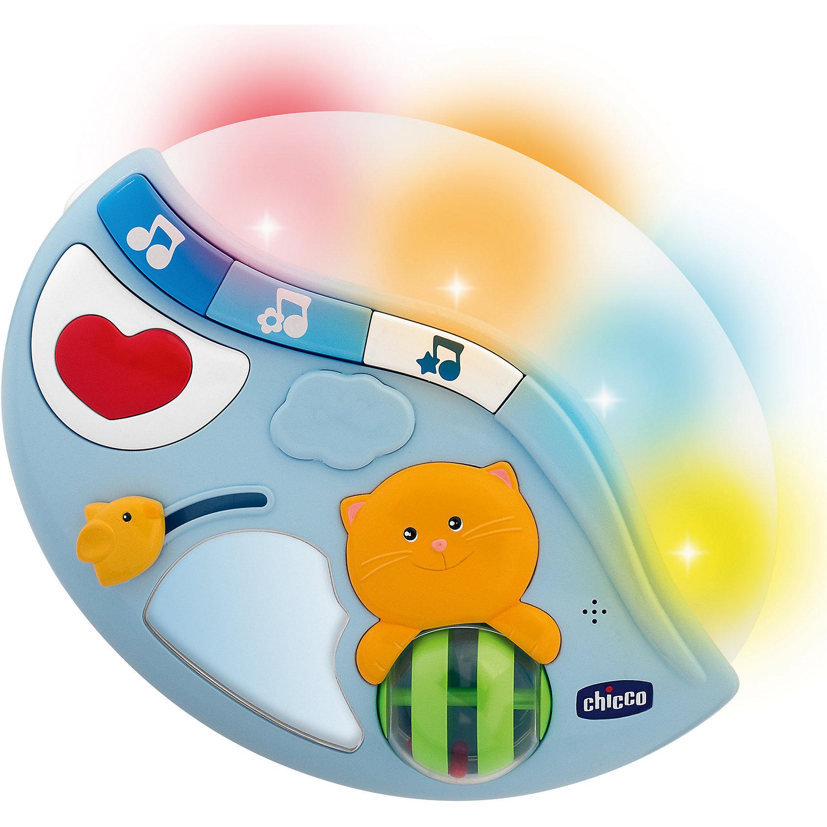 Подвеска-ночник Мамина колыбельная 3 в 1, ChiccoПодвеска-ночник Мамина колыбельная 3 в 1 от Chicco (Чико) - замечательная яркая подвеска-ночник для детской кроватки, которая позволяет слушать не только разнообразные мелодии, но также воспроизводить мамин голос! <br><br>Новая подвеска для детской кроватки, которая успокаивает и развлекает малыша. Вы можете записать знакомый малышу голос, который будет успокаивать его даже в тот момент, когда мама и папа находятся в другой комнате. Звуковой сенсор включает игрушку при звуках детского плача. Разнообразные мелодии (классическая музыка, звуки природы, нью-эйдж записи) в сочетании со световыми и цветовыми эффектами создают атмосферу цветовой терапии, идеальную для успокаивания и убаяюкивания малыша.       <br><br>Ночник имеет 2 функции: проекция нежных цветных огоньков в ритме приятной классической или современной музыки и успокаивающих звуков живой природы, а также режим традиционного ночника.<br><br>Подвеска также способствует развитию и координации первых движений руками благодаря занимательным игровым функциям. Игрушка снабжена световыми, цветовыми и звуковыми эффектами. Подвеска способствует развитию моторики рук малыша, цвето- , свето- и звуко- восприятия. <br> <br>Подвеску-ночник Мамина колыбельная 3 в 1 от Chicco можно купить в нашем интернет-магазине.<br><br>Дополнительная информация:<br>- Материал: пластмасса.<br>- Возраст: от 0 месяцев.<br><br>Ширина мм: 305<br>Глубина мм: 98<br>Высота мм: 268<br>Вес г: 922<br>Возраст от месяцев: 0<br>Возраст до месяцев: 36<br>Пол: Унисекс<br>Возраст: Детский<br>SKU: 2450418