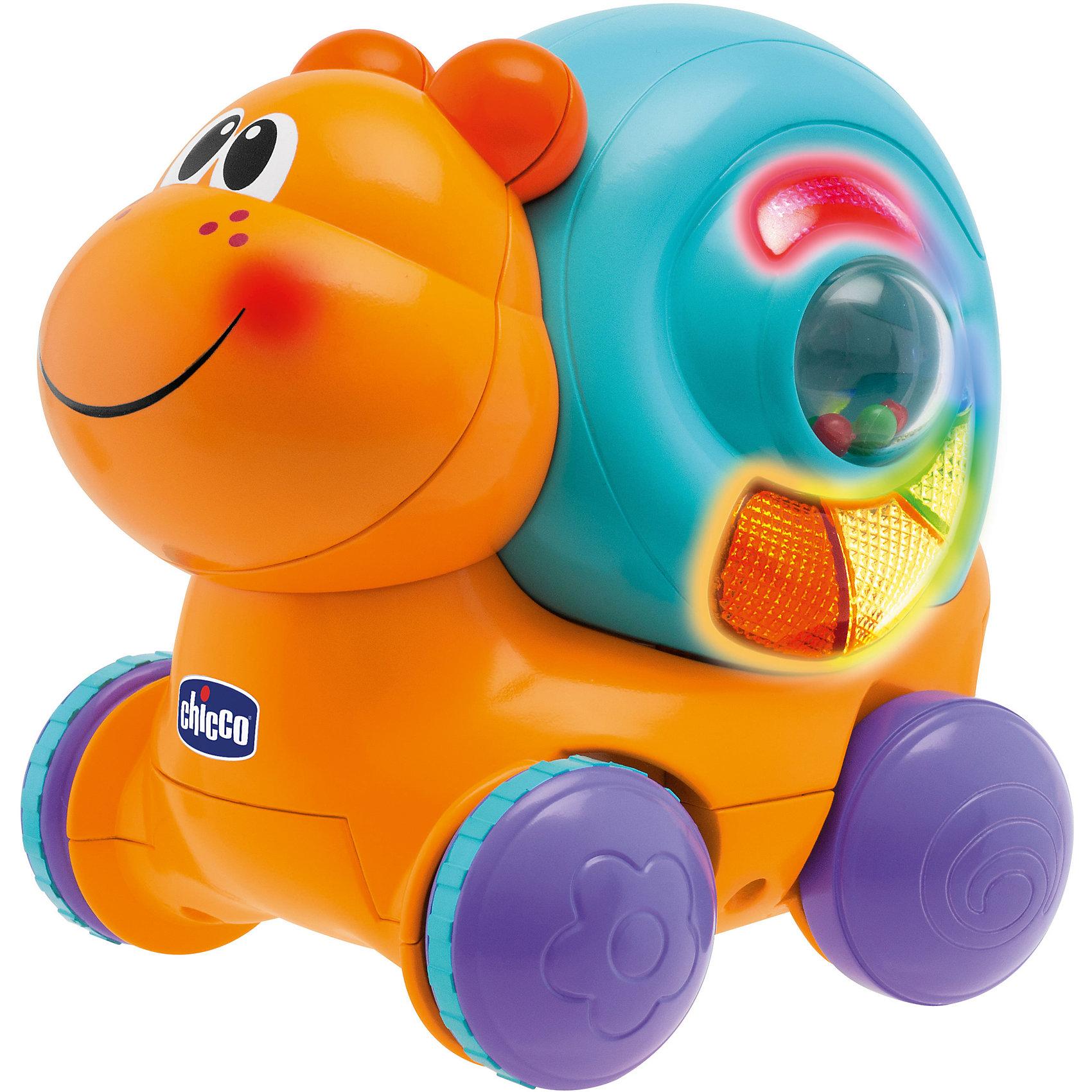 Улитка Вперед, ребята, ChiccoУлитка Вперед, ребята, Chicco (Чико) – эта очаровательная жизнерадостная улитка на колёсиках подарит прекрасные эмоции ребёнку.<br>Развивающая игрушка Вперед, ребята! понравится вашему ребенку и не позволит ему скучать. Она выполнена из прочного пластика оранжевого и голубого цветов в виде симпатичной улитки на колесиках. На её домике расположены крутящийся шарик-погремушка, кнопочка при нажатии и разноцветные огоньки, которые загораются во время поворота шарика, движения и исполнения мелодий. Если нажать на кнопку, зазвучит зажигательная музыка. На игрушку можно нажать сверху, после чего она будет ехать вперёд, издавая забавные звуки движения и торможения. Во время движения улитки играют две джазовые композиции. Игрушка поможет малышу в развитии цветового и звукового восприятия, мелкой моторики рук, ловкости и координации движений.<br><br>Дополнительная информация:<br><br>- Цвет: оранжевый, голубой<br>- Батарейки: 3 типа АА (входят в комплект)<br>- Материал: высококачественный пластик<br>- Размер игрушки: 17 х 14,5 х 17 см. <br>- Размер упаковки: 19 х 19 х 18 см.<br>- Вес: 0,78 кг.<br><br>Улитку Вперед, ребята, Chicco (Чико) можно купить в нашем интернет-магазине.<br><br>Ширина мм: 192<br>Глубина мм: 196<br>Высота мм: 152<br>Вес г: 775<br>Возраст от месяцев: 9<br>Возраст до месяцев: 36<br>Пол: Унисекс<br>Возраст: Детский<br>SKU: 2450428