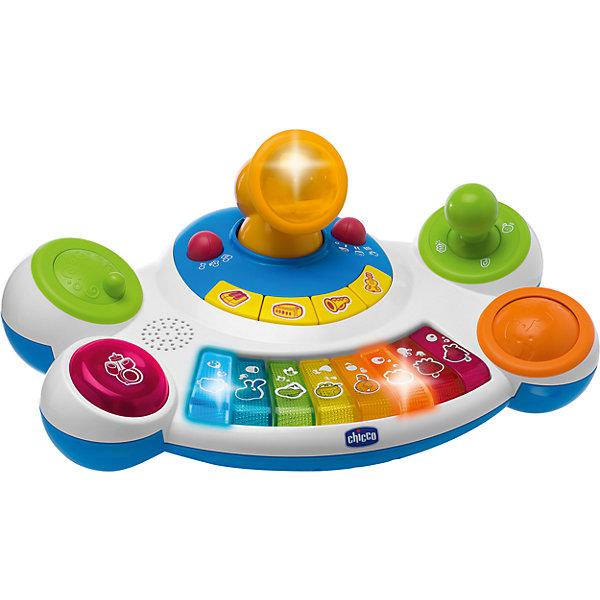 Пианино Маленькая звездочка, ChiccoПианино<br>Пианино Маленькая звездочка, Chicco (Чико) – это электронная игровая панель, в которую встроены микрофон и микшер с 4 функциями.<br>Пианино Маленькая звездочка- это функциональный синтезатор для детей от года и старше. Для игры на инструменте не нужны никакие специальные навыки. На передней панели располагается музыкальная клавиатура, на которой изображены различные животные. В центральной части игрушки имеется большой интегрированный микрофон, внутри которого встроена лампочка для подсветки проигрываемых мелодий. На подставке микрофона имеются 4 кнопки выбора музыкальных инструментов: барабана, пианино, трубы и гитары. Игрушкой можно пользоваться в 3 режимах: игра на пианино, воспроизведение ранее записанных мелодий, режим «Следуй за мной»: ребенок наигрывает мелодию, исполняемую голосами различных животных, нажимая на последовательно мигающие разноцветные клавиши. У пианино есть 9 заранее записанных мелодий. Во время игры ребенок может исполнять композиции в режиме оркестр, экспериментируя при этом с набором инструментов. Сбоку у игрушки есть несколько элементов, работа с которыми направлена на обработку произведений в разных стилях: ролик с различными звуками, крутилка для скречт-эффектов, джойстик с веселыми звуками и шарик для добавления световых эффектов. Во время игры у малыша развивается музыкальный слух, ребенок знакомится с различными видами инструментов, сочиняя композиции, кроха совершенствует чувство ритма, пытаясь создать настоящее шоу на пианино, малыш развивает эстетический вкус, нажимая на клавиши, ребенок совершенствует мелкую моторику и координацию движений. Пианино Маленькая звездочка, Chicco сделано из качественного пластика.<br><br>Дополнительная информация:<br><br>- Батарейки: 3хАА по 1,5V (входят в комплект)<br>- Материал: высококачественный пластик<br>- Размер упаковки: 40,5х19,5х25 см.<br>- Вес: 1,2 кг.<br><br>Пианино Маленькая звездочка, Chicco (Чико) можно купить в нашем интернет-магазине.<br>