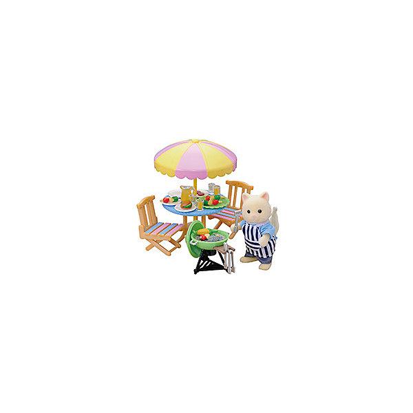 Набор Барбекю Sylvanian FamiliesSylvanian Families<br>Sylvanian Families (Сильваниан Фэмилиес) набор Барбекю - отличный игровой набор, который обязательно порадует вашего ребенка.<br><br>В набор входят: кот из Сильвании, стол с зонтиком, 2 стула, печь-барбекю, набор посуды, фартук и продукты.<br><br>У всех животных  из Сильвании подвижные ручки и приспособлены для держания различных маленьких предметов, которые можно найти в многочисленных наборах от Sylvanian Families. <br>В комплекте:<br><br>фигурка кота в фартучке (8 см)<br>два садовых стула<br>садовый столик с зонтиком<br>мангал для барбекю с решеткой и дровами<br>щипцы для углей<br>лопаточка для переворачивания мяса<br>4 канап<br>рыба и мясо<br>кувшин<br>4 стакана<br>поднос<br><br>Дополнительная информация:<br><br>Материал: пластмасса, текстиль. <br><br>Этот набор обязательно порадует Вашего ребёнка, ведь теперь он сможет разыгрывать сценки из собственной жизни!<br>Набор способствует развитию фантазии и навыков общения.<br><br>Ширина мм: 211<br>Глубина мм: 172<br>Высота мм: 63<br>Вес г: 190<br>Возраст от месяцев: 36<br>Возраст до месяцев: 72<br>Пол: Женский<br>Возраст: Детский<br>SKU: 2458885