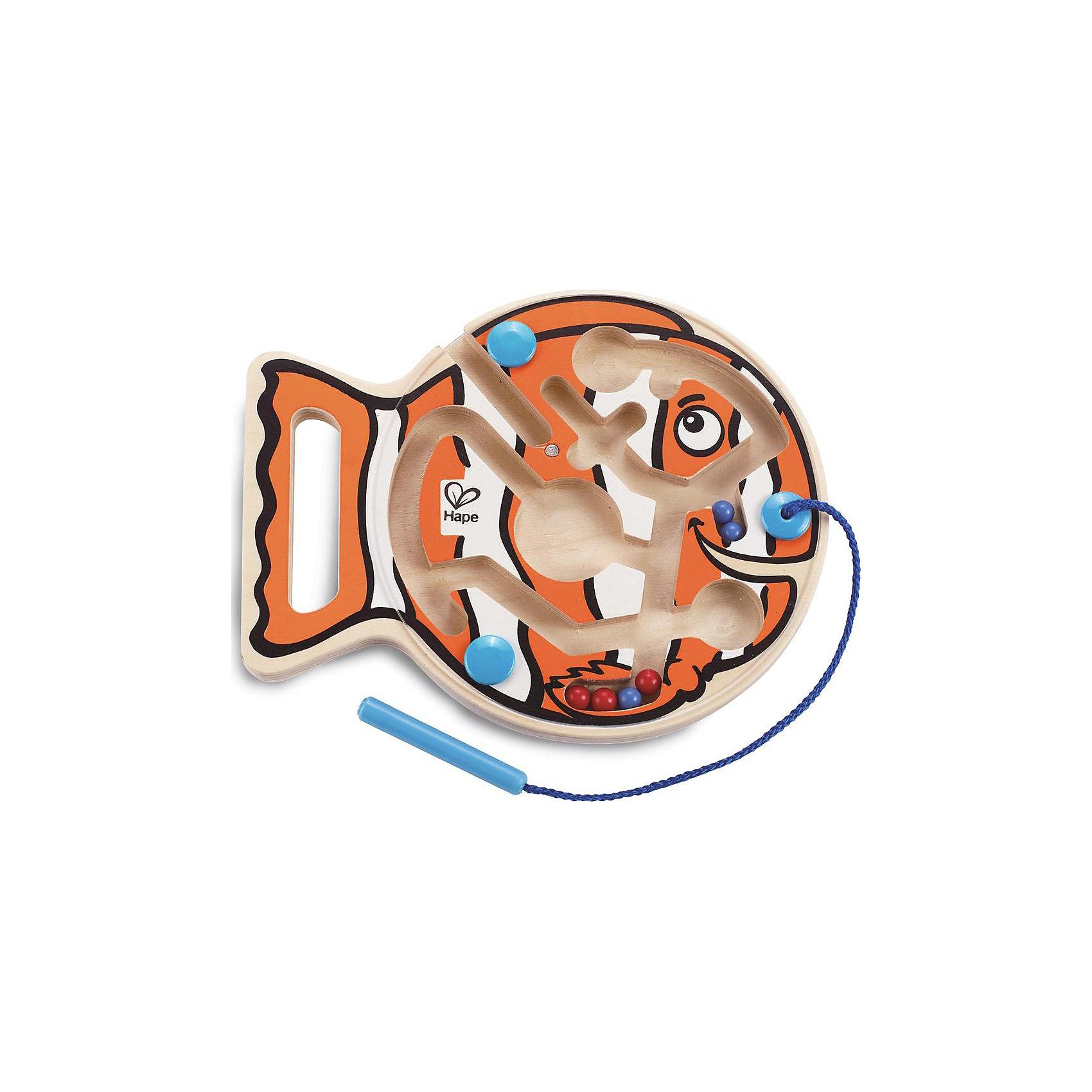 Игрушка деревянная Рыбка, HapeДеревянные игры и пазлы<br>Внутри лабиринта находятся разноцветные шарики-магниты, малыш подносит<br> указку к шарику, тот примагничивается и он передвигает его по лабиринтам в нужный отсек. На передней панели паровозика расположена прозрачная пластиковая панель, которая надежно хранит шарики внутри. Указка прикреплена к лабиринту текстильным шнуром. Игрушка способствует развитию моторики, стимулирует визуальное восприятие, когнитивное мышление, развивает интеллектуальные способности и воображение.<br><br>Ширина мм: 255<br>Глубина мм: 207<br>Высота мм: 35<br>Вес г: 314<br>Возраст от месяцев: 24<br>Возраст до месяцев: 48<br>Пол: Унисекс<br>Возраст: Детский<br>SKU: 2503721