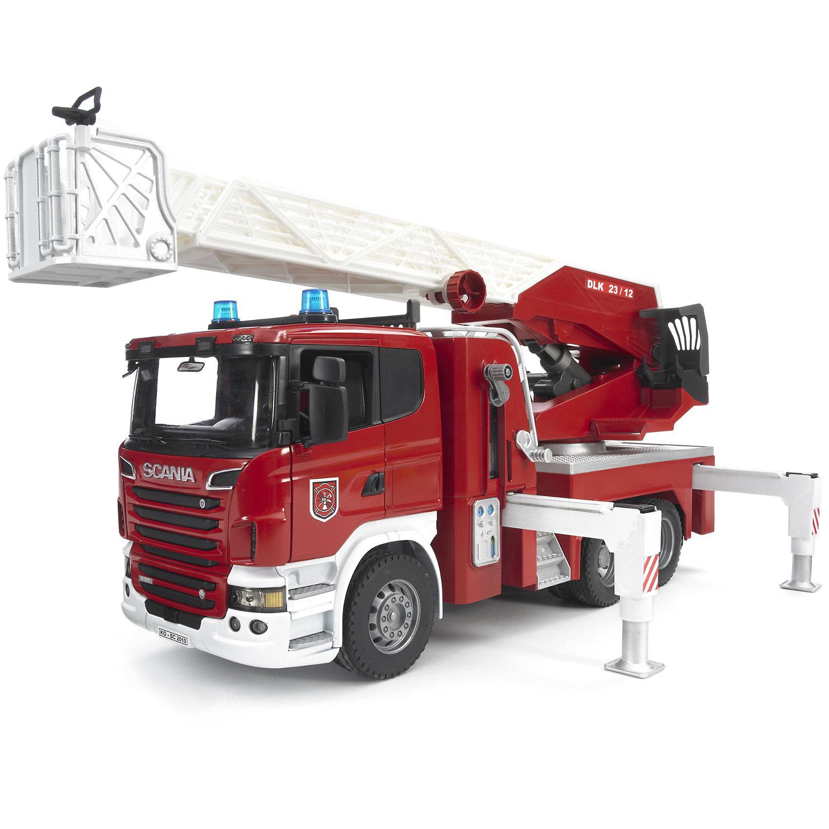 Пожарная машина Scania с выдвижной лестницей и помпой, BruderПожарная машина Scania с выдвижной лестницей и помпой с модулем со световыми и звуковыми эффектами от Брудер оснащена интерактивными функциями и множеством приспособлений для тушения пожара. Как здорово почувствовать себя настоящим пожарным, спешащим на помощь под звуки сирены и мигание проблесковых маячков!<br><br>Дополнительная информация:<br><br>- кабина со стеклом из прозрачного поликарбоната, оборудована двумя креслами, рулем и декоративными рычагами управления<br>- двери открываются, руль вращается, на дверях есть регулируемые зеркала <br>- для лучшей устойчивости машинка оснащена 4 стойками <br>- на кабине закреплен модуль со световыми и звуковыми эффектами <br>- 4 эффекта: звук работающего двигателя, гудок, мигание проблесковых маячков, звук американской и европейской сирены, длительность эффектов 18 секунд <br>- есть выдвижная лестница с корзиной для пожарного на подвижной платформе, удлиняется до 120 см, меняет угол наклона, поднимается вращением рукоятки, угол поворота платформы 360° <br>- машинка оборудована ящиком для инструментов, емкостью для воды и длинным рукавом <br>- подача воды в рукав осуществляется при помощи ручного насоса <br>- колеса с крупными протекторами <br>- в резервуар можно заливать воду <br>- водяной помповый насос подает воду в шланг с разбрызгивателем <br>- в комплекте: пожарная машина, батарейки (2 шт. типа ААА 1,5 V)<br>- размеры: длина машины-59 см, высота-26,5 см<br>- материал: ударопрочная пластмасса, резина<br><br>Пожарную машину Scania с выдвижной лестницей и помпой, Bruder можно купить в нашем магазине.<br><br>Ширина мм: 622<br>Глубина мм: 304<br>Высота мм: 220<br>Вес г: 3799<br>Возраст от месяцев: 48<br>Возраст до месяцев: 96<br>Пол: Мужской<br>Возраст: Детский<br>SKU: 2514132