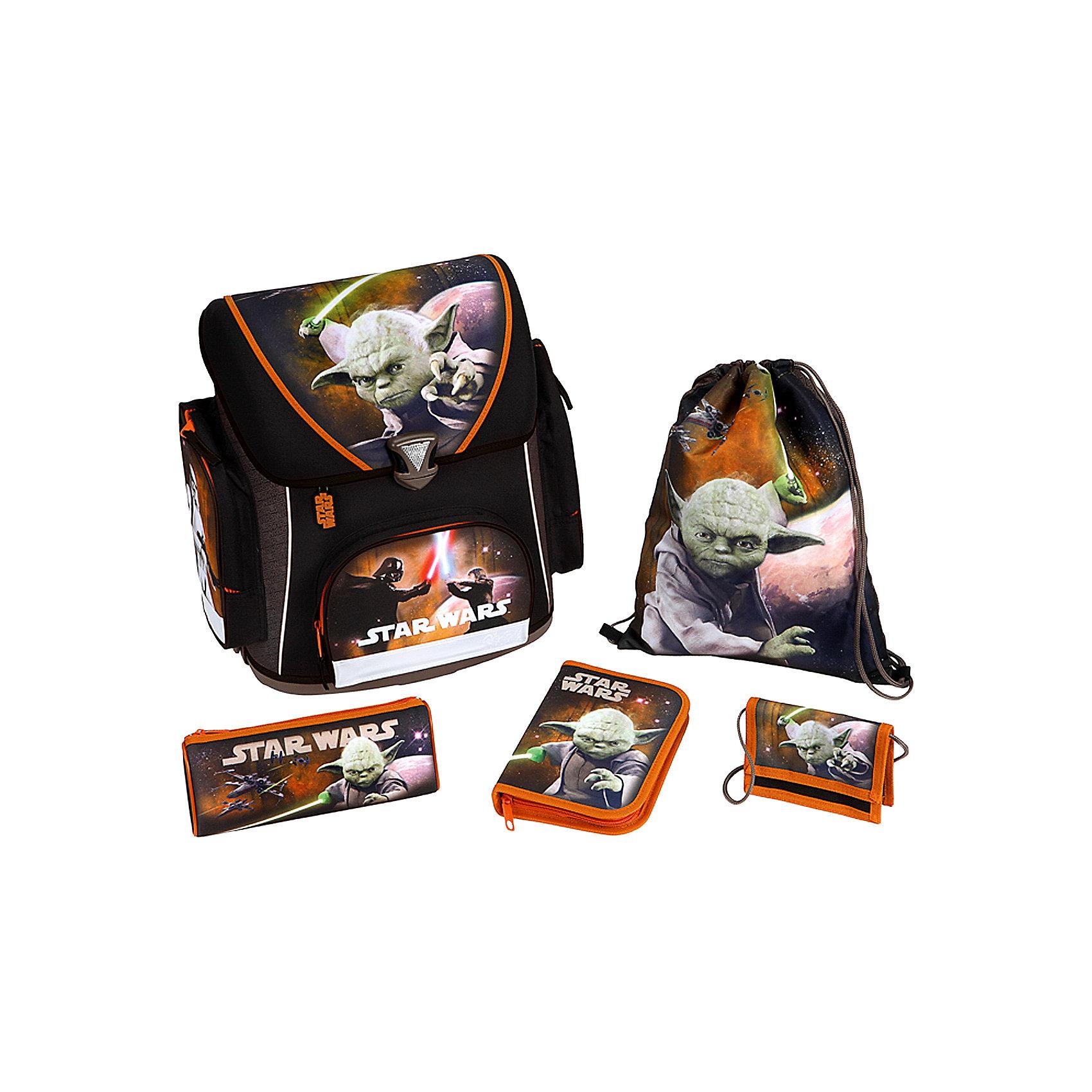 Школьный ранец с наполнением, Star WarsПрекрасный школьный рюкзак с изображением магистра Йоды из знаменитой киносаги Звездные войны (Star Wars). На ранце множество светоотражающих элементов, обеспечивающих безопасность в темное время суток. Яркая раскраска обязательно понравится детям, а рамная конструкция обеспечит правильное положение спины во время носки. Дно рюкзака пластиковое, чтобы избежать деформации ранца.<br>Ранец снаружи отделан водоотталкивающим материалом, а спинка и регулируемые лямки из дышащего материала.<br><br>Дополнительная информация:<br><br>- В наборе: школьный рюкзак, пенал с наполнением (18 элементов - карандаши - 1 простой и 8 цветных, точилка, ластик, 5 цветных фломастеров, линейка 16 см), пенал-косметичка, детский кошелек, сумка для сменной обуви<br>- Материал: полиэстер <br>- Размеры ранца (Д / Ш / В): 20 х 39 х 39,5 см<br>- Размер пенала-косметички: 22 х 8.5 х 4.5 см.<br>- Размер кошелька: 13 х 9 см.<br>- Размер сумки для сменной обуви: 37 х 28.5 см.<br>- Объем рюкзака: около 18 л <br>- Вес: около 1,1 кг<br><br>Ранец с наполнением, Star Wars (Звездные войны) от Scooli можно купить в нашем магазине.<br><br>Ширина мм: 407<br>Глубина мм: 418<br>Высота мм: 253<br>Вес г: 1187<br>Возраст от месяцев: 72<br>Возраст до месяцев: 120<br>Пол: Мужской<br>Возраст: Детский<br>SKU: 2535561