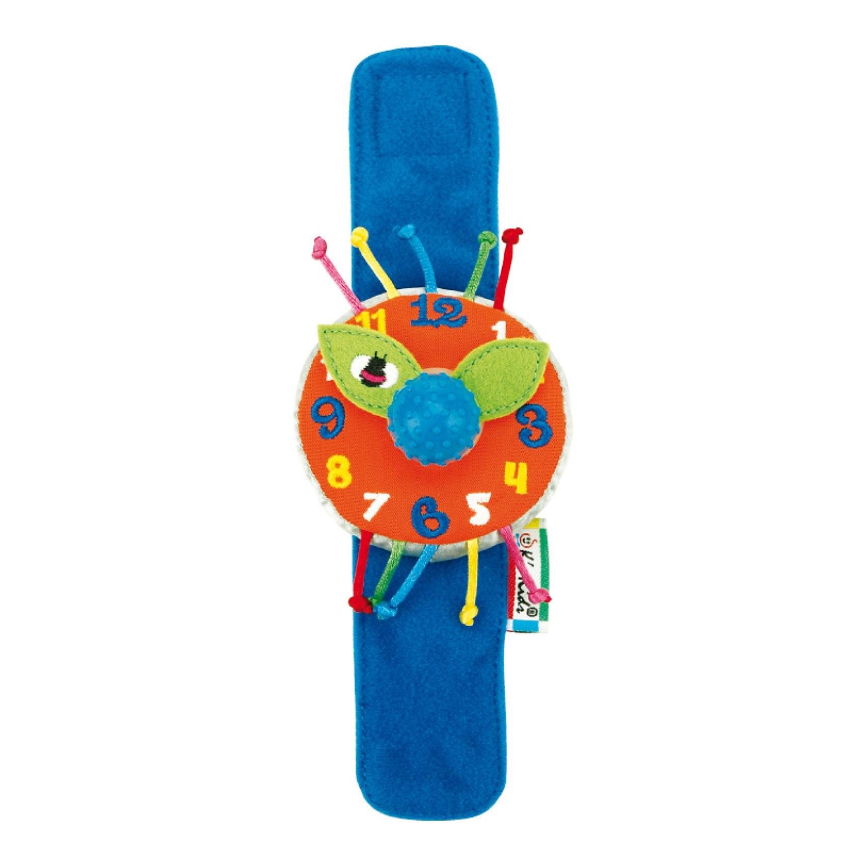 Часики мягкие наручные Мои первые часыИгрушки для малышей<br>Часики мягкие наручные Мои первые часы - яркие и красивые текстильные часики, которые обязательно очаруют Вашего малыша, ведь они - почти как взрослые и даже тикают, если покуртить стрелки!<br><br>С этими часиками весело играть и учиться. Мягкий широкий ремешок на липучке удобно застегивается на запястье малыша.<br>Сам циферблат большой и мягкий, с вышитыми цифрами и плотными тканевыми стрелочками, которые можно покрутить как вместе (за большую рукоятку посередине), так и по-отдельности.  При прокручивании стрелочек с помощью рукоятки раздается щелкающий звук. <br><br>Дополнительная информация:<br><br>- Материал: полиэстер, набивка синтетическим волокном.<br>- Размер игрушки: браслетик – длина 20 см, циферблат – диаметр 7 см.<br>- с помощью рукоятки посередине стрелочки крутятся с тикающим звуком. Материал рукоятки: резина.<br><br>Игра с часиками способствует развитию координации движений малыша, развивает мелкую моторику пальцев рук, а также стимулирует развитие умственных способностей.<br><br>Ширина мм: 70<br>Глубина мм: 40<br>Высота мм: 205<br>Вес г: 20<br>Возраст от месяцев: 12<br>Возраст до месяцев: 60<br>Пол: Унисекс<br>Возраст: Детский<br>SKU: 2620725