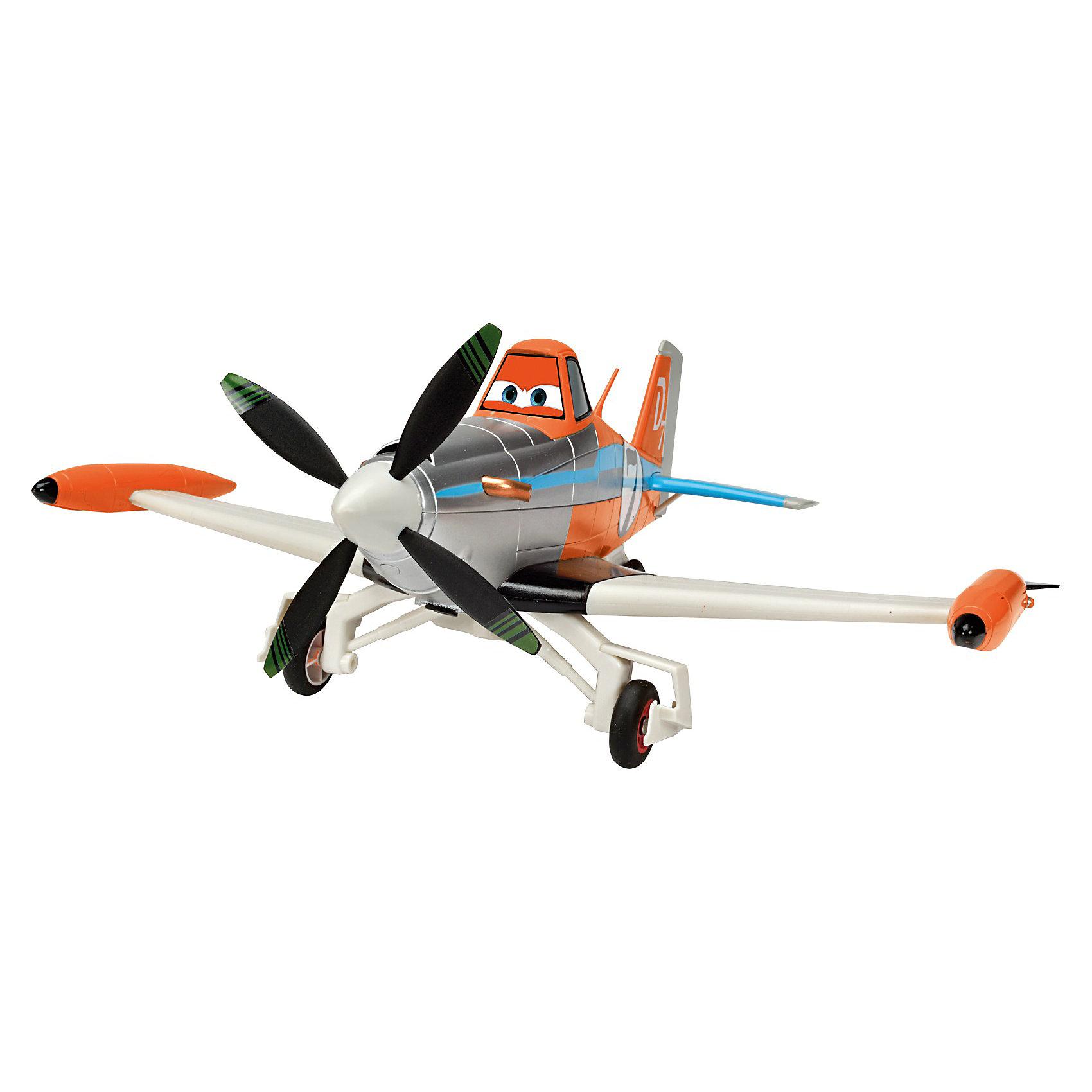 Самолет на р/у Дасти 1:24, 25 см., СамолетыСамолет Дасти масштабом 1:24, воплощает  характер персонажа и выполнен с сохранением оригинальной стилистики, идеально подходят для воссоздания эпических сцен из мультфильма Самолеты.<br><br>Дасти - главный герой мультфильма Самолеты (Planes) - это пропеллерный самолетик, был сконструирован для того чтобы орошать поля, но он всегда мечтал о большем! Даже врожденная боязнь высоты не может остановить его на пути к мечте! С помощью друзей Дасти достигает таких высот, о которых он раньше и мечтать не мог и заставляет мир замереть от восхищения. <br><br><br>- Самолетик оформлен в оранжевом, серебристом, белом и голубом цветах, а сбоку его красуется номер «семь». Самолетик имеет крутящийся пропеллер, способен ездить по поверхности и издавать звуковые эффекты.<br>- Управляется с помощью пульта.<br>- Размер: 25 см<br>- Размер упаковки: 62 x 38 x 37 см<br>- Самолетик и пульт требуют три батарейки АА и три типа ААА.<br><br>Ширина мм: 364<br>Глубина мм: 301<br>Высота мм: 181<br>Вес г: 883<br>Возраст от месяцев: 36<br>Возраст до месяцев: 864<br>Пол: Мужской<br>Возраст: Детский<br>SKU: 3167815