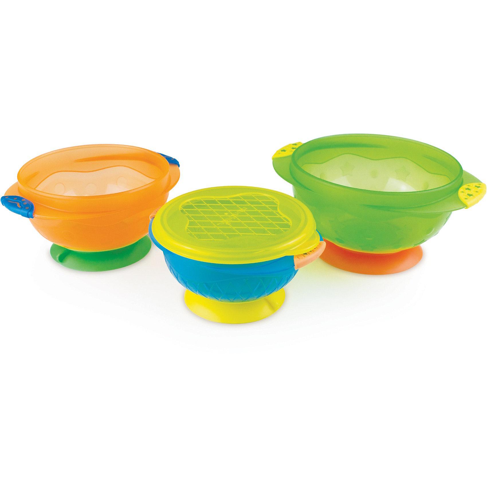 Набор детских тарелок на присосках 3шт., MunchkinНаборы посуды<br>Набор детских тарелок на присоске с крышкой Munchkin /3 pk Stay Put Suction Bowls - 3 тарелки в комплекте<br><br>Тарелка, которая не двигается с места! Если у Вас уже падали тарелки во время кормления малыша - то у нас есть для вас хорошие новости! Тарелка Munchkin имеет присоску, которая прочно удерживает тарелку на поверхности стола и не снимается без вашей помощи.<br><br>Дополнительная информация:<br><br>- тарелка меньшего размера имеет плотную крышку, чтобы можно было хранить остатки еды (в комплекте)<br>- данный комплект не только поможет вкусно накормить, но и сэкономить время<br>- идеальная форма и размер для того, чтобы малыш учился есть самостоятельно<br>- секции для различных продуктов удобны для того, чтобы кормить малыша разнообразно<br>- присоска надежно закреплена на каждой тарелке<br>- ребенок не сможет переместить посуду, а это значит стол останется чистым<br>- взрослый справится с присоской одним нажатием<br>- можно мыть в посудомоечной машине на верхней полке<br>- BPA free - не содержат Бисфенол А<br>- в комплекте 3 тарелки<br>- Состав: Polypropylene / Bottle brush: Acrylonitrile Butadiene Styrene, Thermoplastic Elastomer, Steel with PP coating, Nylon<br>- соответствует требованиям стандарта BS EN 14372<br>- возраст: 6 месяцев +<br>- в комплекте 3 шт<br><br>Кредо Munchkin, американской компании с 20-летней историей: избавить мир от надоевших и прозаических товаров, искать умные инновационные решения, которые превращает обыденные задачи в опыт, приносящий удовольствие. Понимая, что наибольшее значение в быту имеют именно мелочи, компания создает уникальные товары, которые помогают поддерживать порядок, организовывать пространство, облегчают уход за детьми – недаром компания имеет уже более 140 патентов и изобретений, используемых в создании ее неповторимой и оригинальной продукции. Munchkin делает жизнь родителей легче!<br><br>Ширина мм: 178<br>Глубина мм: 200<br>Высота мм: 130<br>Вес