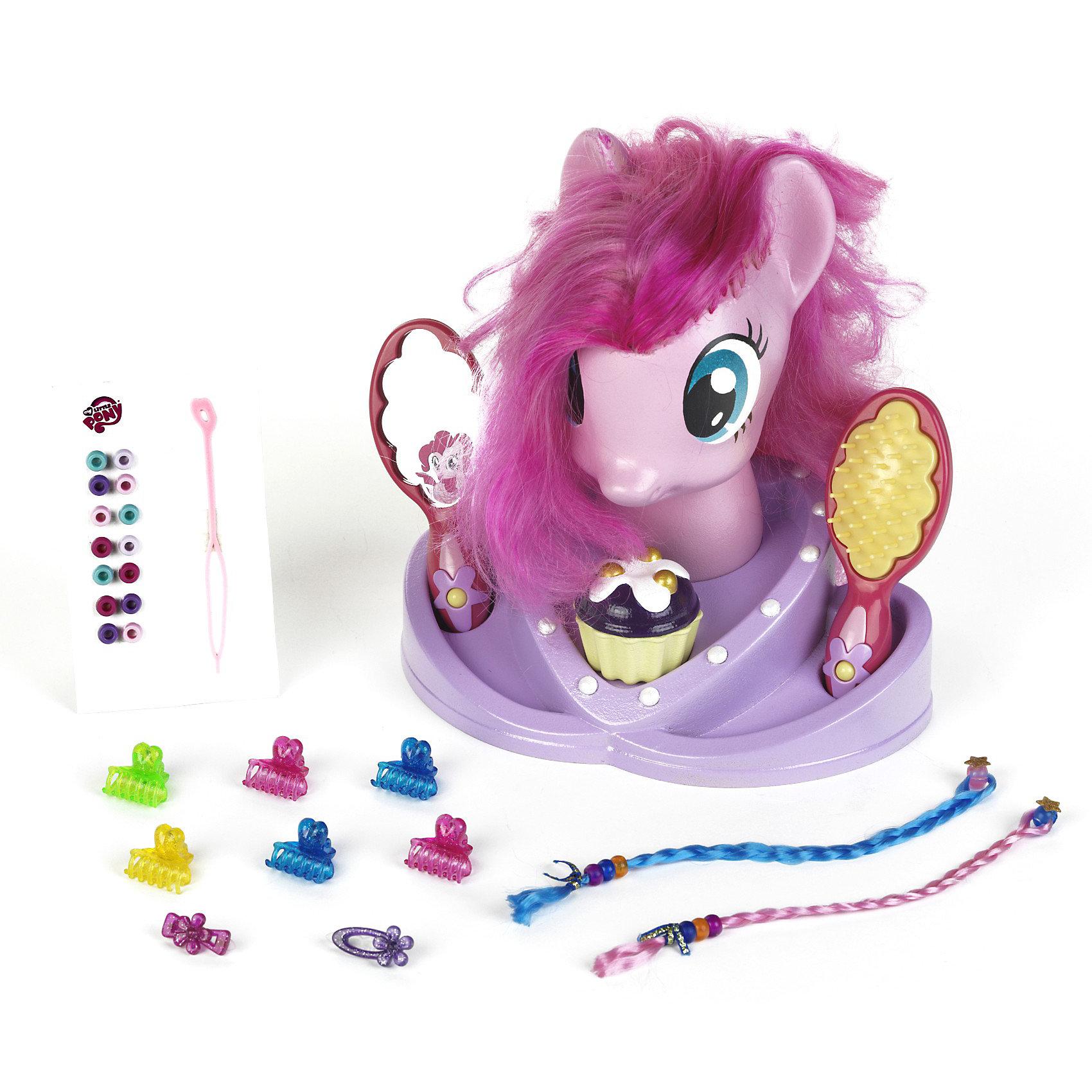Модель для причесок, My Little PonyМодель для причесок, My Little Pony (Моя маленькая Пони) – это восхитительный игровой набор для вашего ребенка.<br>Модель для причесок Моя Маленькая Пони. – это голова пони с длинной розовой гривой и множество парикмахерских аксессуаров. Можно плести косички, делать хвостики, украшать локоны бусинами и создавать разные волшебные образы любимого сказочного персонажа. Увлекательная игра, улучшающая мелкую моторику, позволяющая юной барышне развивать фантазию, вкус, а так же учиться делать всевозможные прически, как Маленькому Пони, так и себе. Все предметы комплекта изготовлены из безопасного и прочного пластика.<br><br>Дополнительная информация:<br><br>- Возраст: для детей от 3 лет<br>- Материал: винил, пластмасса, текстиль<br>- В наборе:  манекен (голова пони), расческа-щетка, безопасное зеркало, заколочки, крабики, бусины для волос, 2 съемные цветные косички, шкатулка для украшений в виде маффина<br>- Высота манекена: 25 см.<br>- Размер упаковки: 33 х 32 х 22 см.<br><br>Модель для причесок, My Little Pony (Май Литл Пони) от klein (Кляйн) можно купить в нашем интернет-магазине.<br><br>Ширина мм: 335<br>Глубина мм: 324<br>Высота мм: 224<br>Вес г: 935<br>Возраст от месяцев: 36<br>Возраст до месяцев: 1164<br>Пол: Женский<br>Возраст: Детский<br>SKU: 3191298
