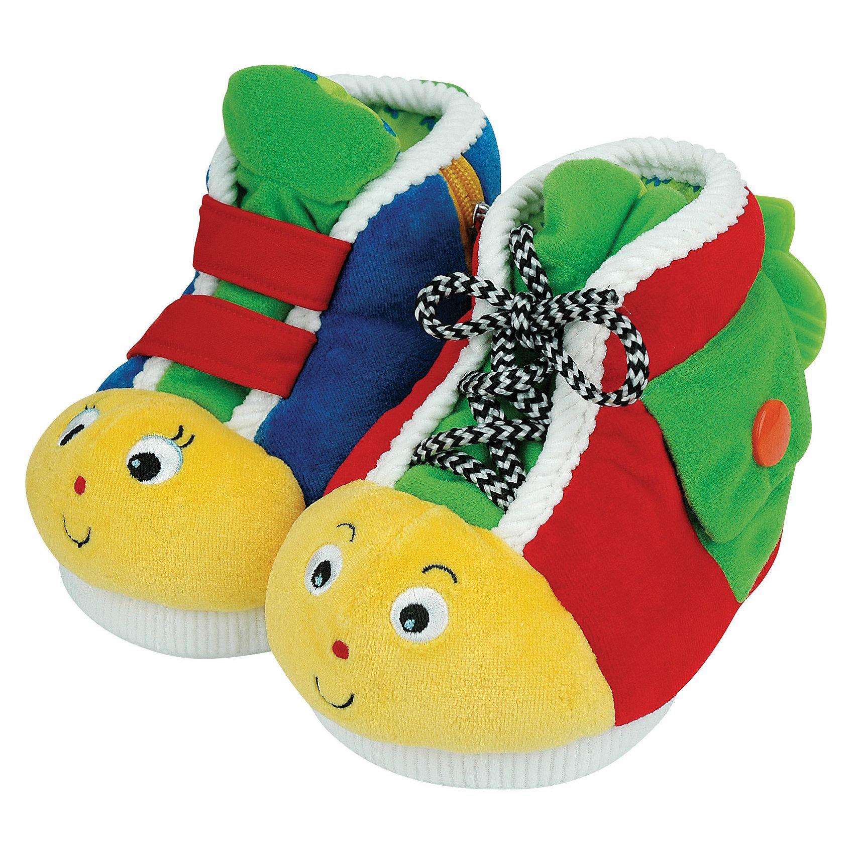 Ботинки обучающие, Ks KidsШнуровки<br>Развивающие ботинки от бренда Ks Kids - это увлекательная познавательная игра для ребенка. <br>На ботинках можно учиться застегивать пуговицу, молнию, завязывать шнурки, учиться застегивать липучки, кнопку. Разная сложность заданий позволит долгое время поддерживать интерес ребенка к игрушке.<br><br>Ботинки малыш может надеть на ножки. Это придает игрушке дополнительный интерес. Подошвы рельефные, чтобы ноги не скользили.<br><br>Веселые рожицы у ботинок помогут ребенку научить отличать левый ботинок от правого. Они не одинаковые, это поможет ребёнку запомнить, что правый и левый ботинки отличаются.<br><br>Ботинки от Ks Kids - это замечательный подарок для малыша!<br>В комплекте: 2 шт.<br><br>Дополнительная  информация:<br><br>- материал : полиэстер  <br>- цвет: красный  <br>- размер ботинок: <br>- высота: 10 см<br>- ширина: 13 см<br>- глубина: 16 см<br>- вес : 455 гр.<br><br>Ботинки обучающие, Ks Kids можно купить в нашем интернет - магазине.<br><br>Ширина мм: 235<br>Глубина мм: 175<br>Высота мм: 225<br>Вес г: 465<br>Возраст от месяцев: 6<br>Возраст до месяцев: 36<br>Пол: Унисекс<br>Возраст: Детский<br>SKU: 3291853