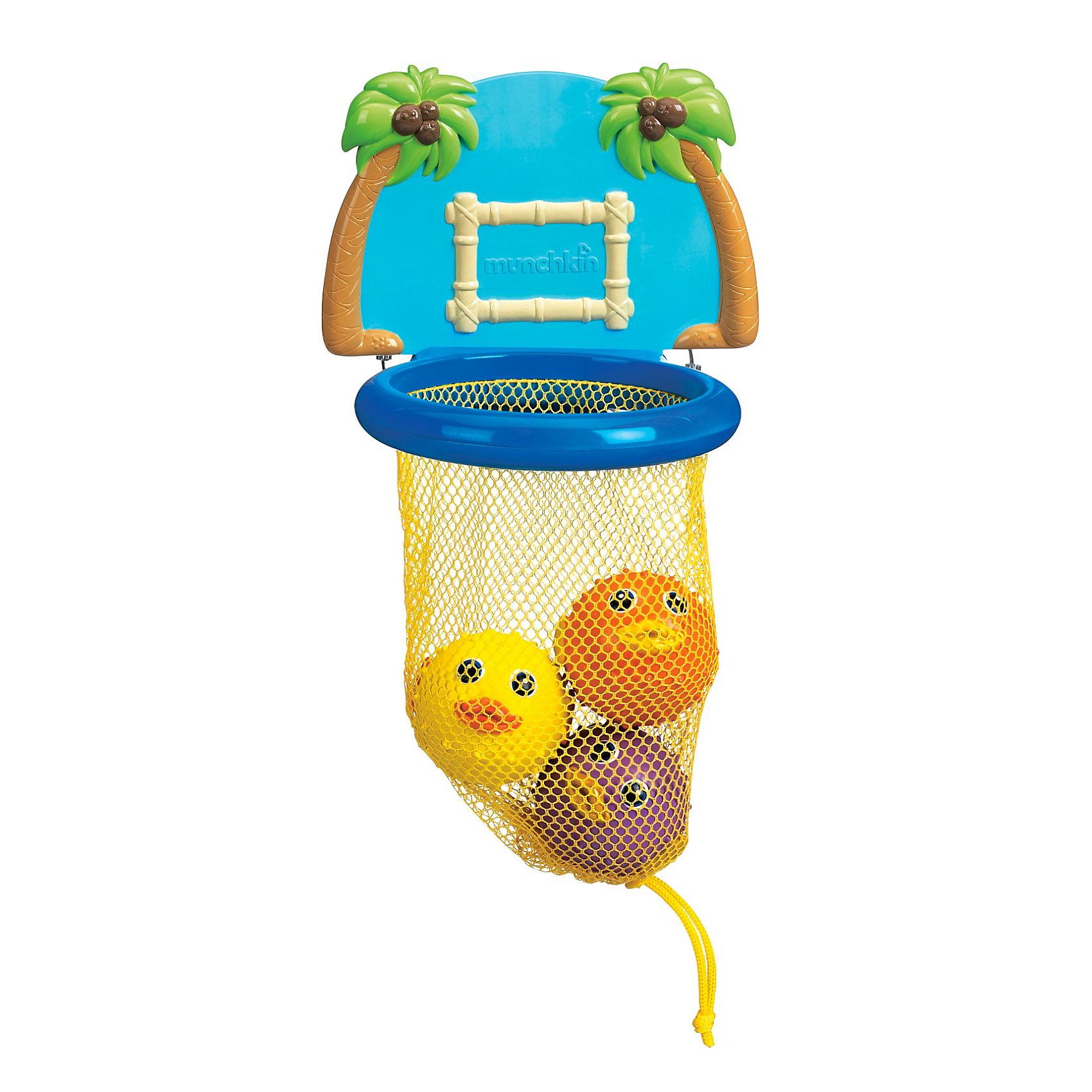 Игрушки для ванной Баскетбол munchkin, от 12 мес.Бросайте три мягких рыбы фугу в кольцо, висящее в ванной – ваш ребенок будет  «ванно»болистом всех времен и народов!<br><br>Рыбки в этой игрушке имеют необычную круглую форму. Такую форму принимают печально знаменитые рыбки фугу. Когда их во время ловли вытаскивают из воды - они раздуваются в шар, часто их так и называют рыба-шар. Таким образом рыбка реагирует на опасность - она заглатывает в себя сразу много воды и поэтому увеличивается в несколько раз, принимая шарообразную форму. Водится она в Атлантическом, Индийском и Тихом океане, чаще поблизости от островов и коралловых рифов. Рыбка плавает медленно, а иногда задом наперед. В Турции подобная рыбка называется балон. Во многих странах ловля этих рыбок вместе со взрослыми - одна из любимых детских забав.<br><br>В комплекте 4 предмета: кольцо-баскетбол и 3 рыбки.<br><br>Оригинальная игрушка Munchkin-баскетбол - один из самых безопасных способов познакомиться с рыбкой-фугу!<br><br>Дополнительная информация:<br><br>· брызгай, кидай и забивай голы с этой увлекательной игрушкой для купания <br>· закидывай 3 рыбки-брызгалки в кольцо <br>· задняя панель надежно крепится к стенке ванны <br>· съемная сетка обеспечивает удобное хранение брызгалок<br>· После купания промыть игрушки теплой водой и насухо вытереть.<br>· возраст: от 12 мес.<br><br>Игрушки для ванной Баскетбол munchkin, от 12 мес. можно купить в нашем интернет-магазине.<br><br>Ширина мм: 260<br>Глубина мм: 210<br>Высота мм: 80<br>Вес г: 250<br>Возраст от месяцев: 12<br>Возраст до месяцев: 48<br>Пол: Унисекс<br>Возраст: Детский<br>SKU: 3317193