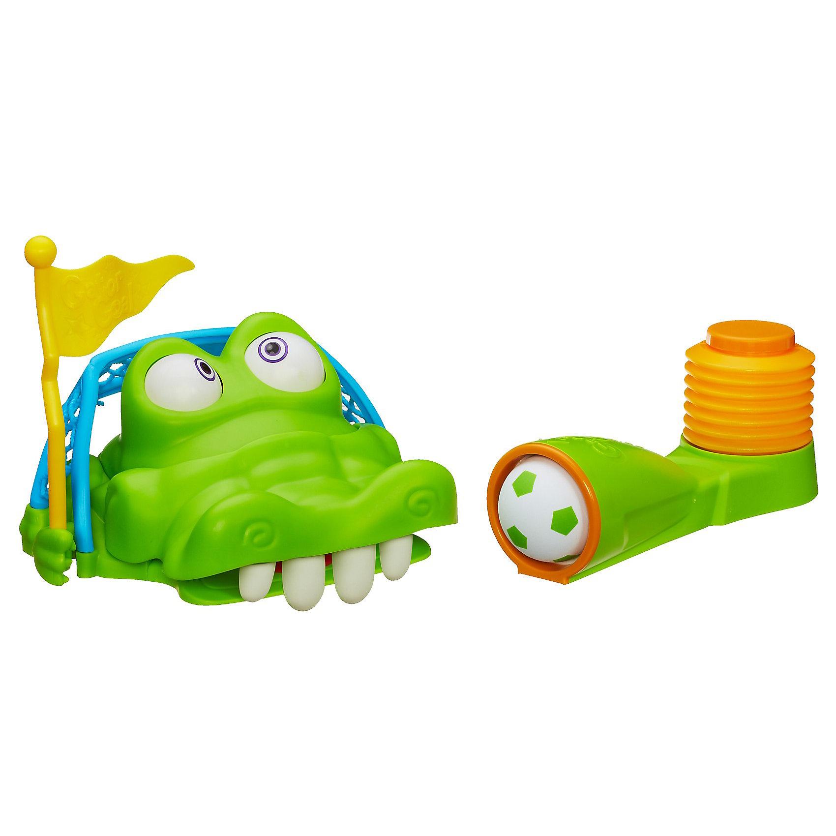 Игра Гол крокодильчика, HasbroИгра Гол Крокодильчика (КрокоГол) от  Hasbro - веселая игра для одного участника или компании. Тренирует ловкость и меткость! Стань настоящим футболистом с Крокогол! <br><br>Как играть: сначала устанавливаем крокодила, затем вставляем флажок в правую лапу Гаторифика и отводим флажок назад. Таким образом, открывается пасть крокодила с 4-мя зубами. Наступая на пусковое устройство, бьем по крокодилу - можно попасть, и 1 или 2 зуба сложатся (выбили зуб), но это еще не победа - полная победа будет при выбивании последнего (четвертого) зуба - тогда крокодил начнет вращать глазами и поднимет флаг. Затем флажок необходимо отвести назад, крокодил снова открывает пасть и т.д. Каждый глаз крокодила имеет 3 рисунка.<br><br>Дополнительная информация:<br><br>- В комплекте: пусковой механизм, флажок, футбольный мяч и ворота в форме крокодильчика.<br>- Размер упаковки: 27 х 13,5 х 27 см<br><br>Гол Крокодильчика, Hasbro можно купить в нашем интернет - магазине.<br><br>Ширина мм: 135<br>Глубина мм: 267<br>Высота мм: 267<br>Вес г: 1225<br>Возраст от месяцев: 36<br>Возраст до месяцев: 144<br>Пол: Унисекс<br>Возраст: Детский<br>SKU: 3320081