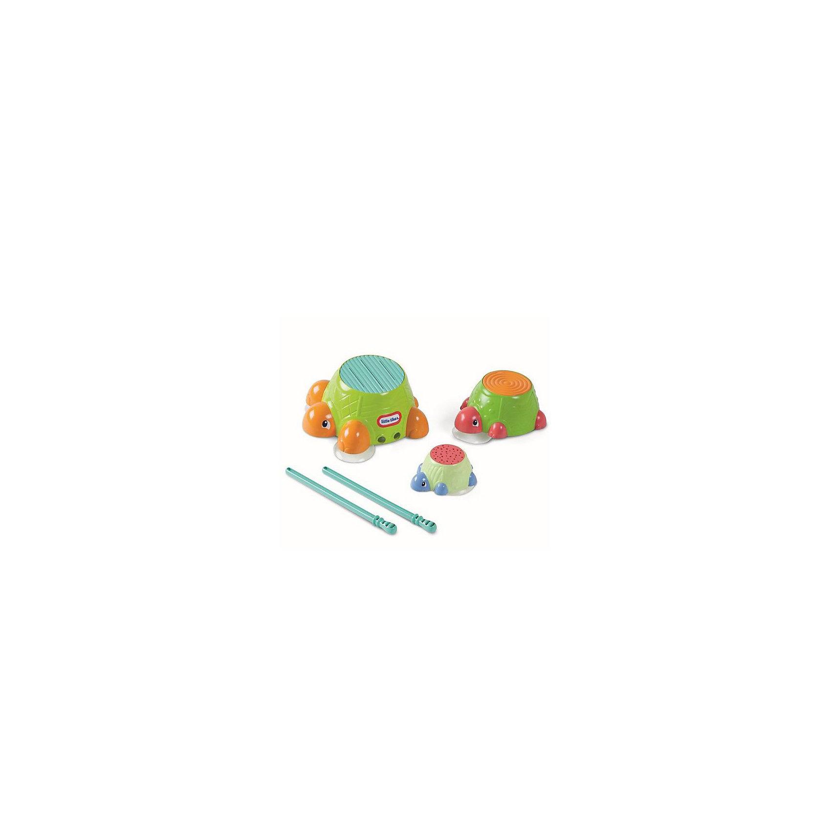 Игрушка для ванной  Черепашки-барабаны Little TikesИгровые наборы<br>Игрушка для ванны  Черепашки-барабаны Little Tikes (Литл Тайкс)— это черепашки, по поверхности которых можно громко барабанить! У черепашек рифленые панцири, так что палочками можно не только барабанить по черепашке, но и издавать разные забавные звуки. Черепашки плавают на поверхности воды или могут быть прикреплены к стене. Вкладываются друг в друга. Барабанные палочки можно хранить в животе черепахи.<br><br>Черепашки-барабаны Little Tikes станут прекрасным развлечением для самых маленьких детей!<br><br>Дополнительная информация:<br><br>- В комплекте: 3 черепахи, барабанные палочки 2 шт.<br>- Материал: пластик<br>- Питание: батарейки не требуются.<br>- Размеры: (Д)9 Х (Ш)20,5 Х (В)32,5 см  <br>- Вес: 393 г<br><br>Игрушку для ванны  Черепашки-барабаны Little Tikes можно купить в нашем интернет-магазине.<br><br>Ширина мм: 90<br>Глубина мм: 205<br>Высота мм: 325<br>Вес г: 393<br>Возраст от месяцев: 36<br>Возраст до месяцев: 96<br>Пол: Унисекс<br>Возраст: Детский<br>SKU: 3328148