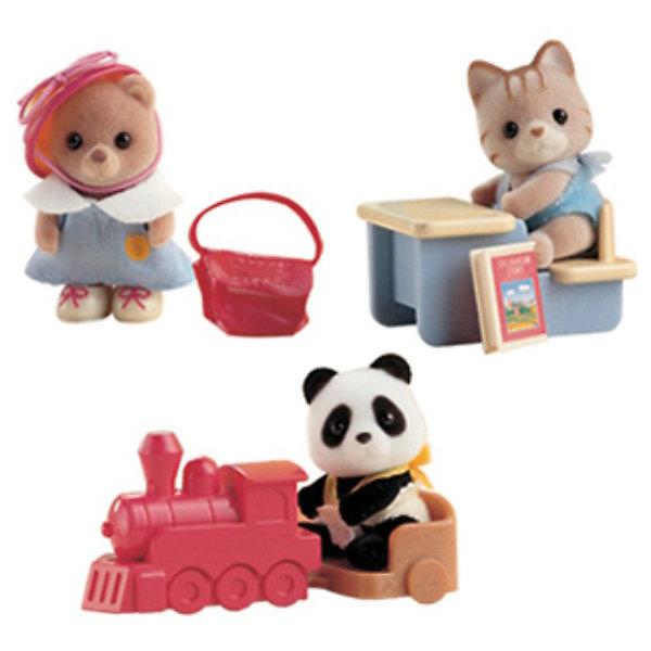 Набор #3 Младенец в пластиковом сундучке, Sylvanian Families, в ассортиментеSylvanian Families<br>Набор #3 Младенец в пластиковом сундучке, Sylvanian Families - игровой набор, который наверняка порадует Вашего ребенка.<br><br>Игрушка представляет собой сундучок, внутри которого находится младенец (4-5см) с различными предметами.  Артикул представлен в ассортименте и возможно получение одного из следующих видов наборов:<br> - медвежонок с сумочкой<br> - котёнок за партой<br> - медвежонок-панда на каталке-паровозике.<br><br>Дополнительная информация:<br><br>- В комплект входит: фигурка зверюшки в сундучке и аксессуар.<br>- Размер фигурки: 4см <br>- Размеры коробки: 8х5х8 см<br>ВНИМАНИЕ! Данный товар представлен в ассортименте. К сожалению, предварительный выбор определенного вида товара невозможен. При заказе нескольких единиц данного товара возможно получение одинаковых.<br><br>  Набор #3 Младенец в пластиковом сундучке, Sylvanian Families можно купить в нашем интернет магазине.<br><br>Ширина мм: 80<br>Глубина мм: 80<br>Высота мм: 60<br>Вес г: 124<br>Возраст от месяцев: 36<br>Возраст до месяцев: 144<br>Пол: Женский<br>Возраст: Детский<br>SKU: 3345300