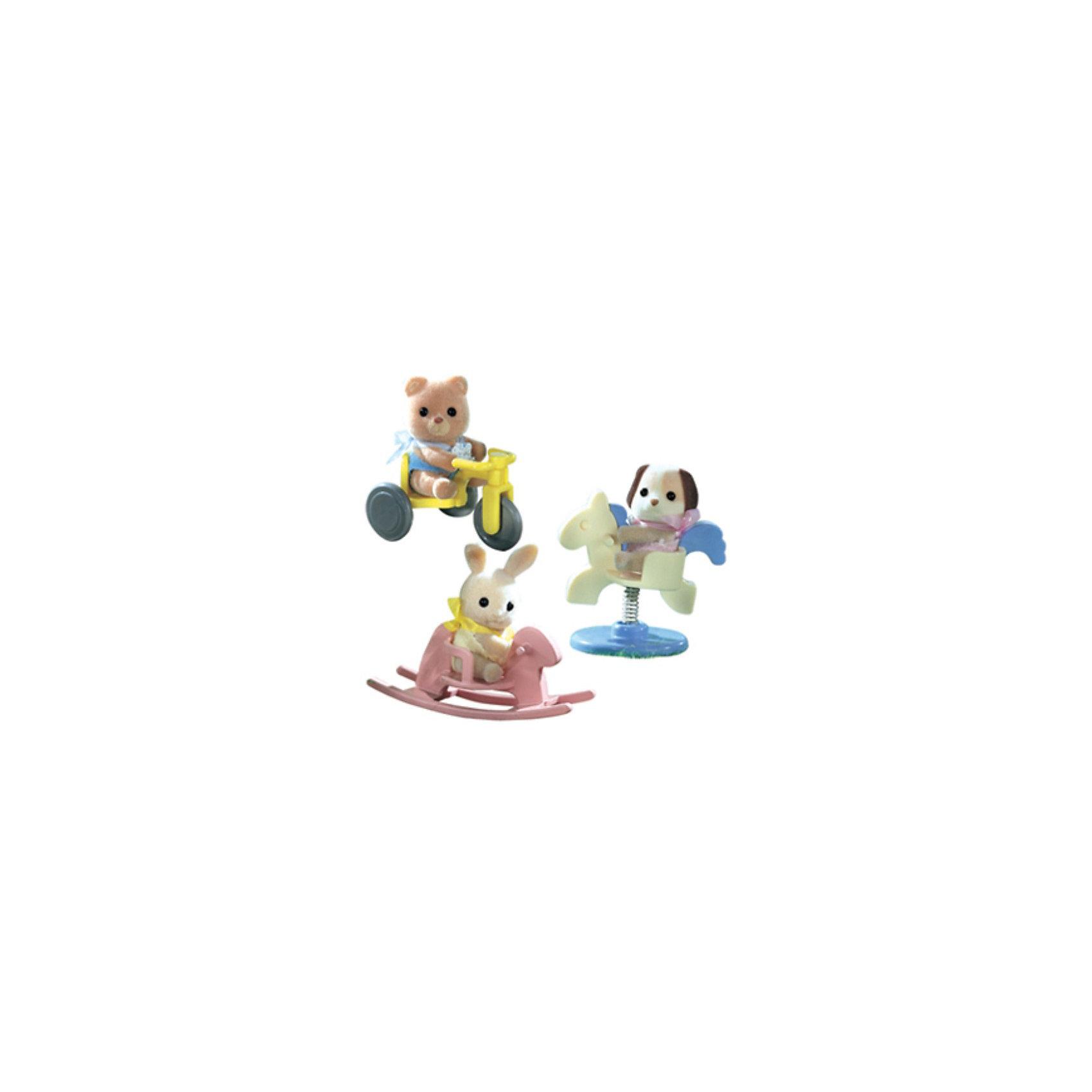 Набор #2 Младенец в пластиковом сундучке, Sylvanian Families, в ассортиментеНабор #2 Младенец в пластиковом сундучке, Sylvanian Families - игровой набор, который наверняка порадует Вашего ребенка.<br><br>Игрушка представляет собой пластиковый сундучок, в котором находится младенец (4-5см) с различными предметами. Игрушка представлена в ассортименте и возможно получение одного из следующих видов наборов:<br>- медвежонок на велосипеде<br>- собачка на качелях-лошадке<br>- крольчонок на качалке.<br><br>Дополнительная информация:<br><br>- В набор входит: фигурка зверюшки в пластиковом сундучке + аксессуар.<br>- Размеры фигурки - 4см <br>- Размеры коробки: 8х5х8 см<br>ВНИМАНИЕ! Данный товар представлен в ассортименте. К сожалению, предварительный выбор определенного вида товара невозможен. При заказе нескольких единиц данного товара, возможно получение одинаковых.<br><br>  Набор #2 Младенец в пластиковом сундучке, Sylvanian Families можно купить в нашем интернет магазине.<br><br>Ширина мм: 80<br>Глубина мм: 80<br>Высота мм: 60<br>Вес г: 123<br>Возраст от месяцев: 36<br>Возраст до месяцев: 144<br>Пол: Женский<br>Возраст: Детский<br>SKU: 3345301