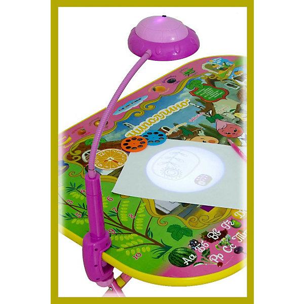 Лампа-трафарет к столу, Дэми, розовыйДетские предметы интерьера<br>Погасите свет в комнате, нажмите на кнопку — и начнется волшебство! Проектор «НЛО» на подставке моментально очарует любого ребенка. Завораживающее зрелище не только улучшит настроение, но и научит интересным вещам.<br>Пользоваться прибором очень просто: в отверстие в лампе вставьте нужный диск, выберете изображение, нажмите кнопку, и проекция картинки появится на стене. <br>В набор входит три слайда с различной тематикой: черно-белые эскизы, которые можно отразить на лист бумаги, обвести по контуру и раскрасить; картинки-схемы по рисованию растений, овощей и фруктов; красочные комиксы для изучения английского языка в игровой форме.<br><br>Лампа проектор используется как светодиодный источник света, который не только может сохранить зрение вашего ребёнка, но и научить читать его на английском языке. Она  может быть использована в качестве настольной лампы и как слайд проектор.<br><br>Для работы нужны батарейки (3 шт) - приобретаются дополнительно.<br> <br>Материал: пластик и металл, элементы стекла. <br>Размер лампы: 13 х 40 х 11 см.<br>В комплекте: 1 фиксатор, 1 проекционная лампа, 1 стальная трубка,  3 слайда (по 8 изображений на каждом).<br><br>Товар сертифицирован и соответствует ГОСТ 25779-90 «О безопасности игрушек»<br><br>Ширина мм: 250<br>Глубина мм: 80<br>Высота мм: 150<br>Вес г: 300<br>Возраст от месяцев: 24<br>Возраст до месяцев: 84<br>Пол: Женский<br>Возраст: Детский<br>SKU: 3378238