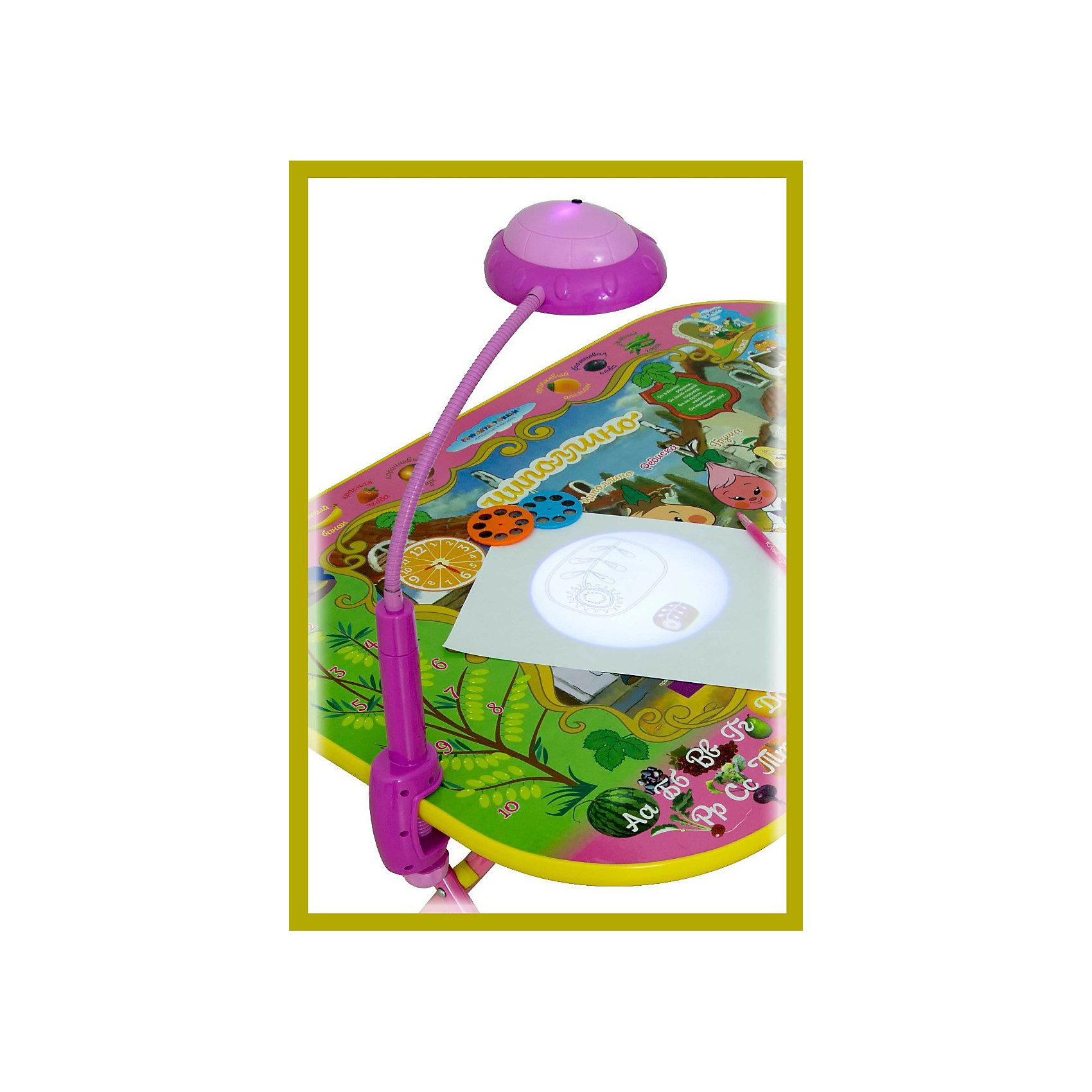 Лампа-трафарет к столу, Дэми, розовыйЛампы, ночники, фонарики<br>Погасите свет в комнате, нажмите на кнопку — и начнется волшебство! Проектор «НЛО» на подставке моментально очарует любого ребенка. Завораживающее зрелище не только улучшит настроение, но и научит интересным вещам.<br>Пользоваться прибором очень просто: в отверстие в лампе вставьте нужный диск, выберете изображение, нажмите кнопку, и проекция картинки появится на стене. <br>В набор входит три слайда с различной тематикой: черно-белые эскизы, которые можно отразить на лист бумаги, обвести по контуру и раскрасить; картинки-схемы по рисованию растений, овощей и фруктов; красочные комиксы для изучения английского языка в игровой форме.<br><br>Лампа проектор используется как светодиодный источник света, который не только может сохранить зрение вашего ребёнка, но и научить читать его на английском языке. Она  может быть использована в качестве настольной лампы и как слайд проектор.<br><br>Для работы нужны батарейки (3 шт) - приобретаются дополнительно.<br> <br>Материал: пластик и металл, элементы стекла. <br>Размер лампы: 13 х 40 х 11 см.<br>В комплекте: 1 фиксатор, 1 проекционная лампа, 1 стальная трубка,  3 слайда (по 8 изображений на каждом).<br><br>Товар сертифицирован и соответствует ГОСТ 25779-90 «О безопасности игрушек»<br><br>Ширина мм: 250<br>Глубина мм: 80<br>Высота мм: 150<br>Вес г: 300<br>Возраст от месяцев: 24<br>Возраст до месяцев: 84<br>Пол: Женский<br>Возраст: Детский<br>SKU: 3378238