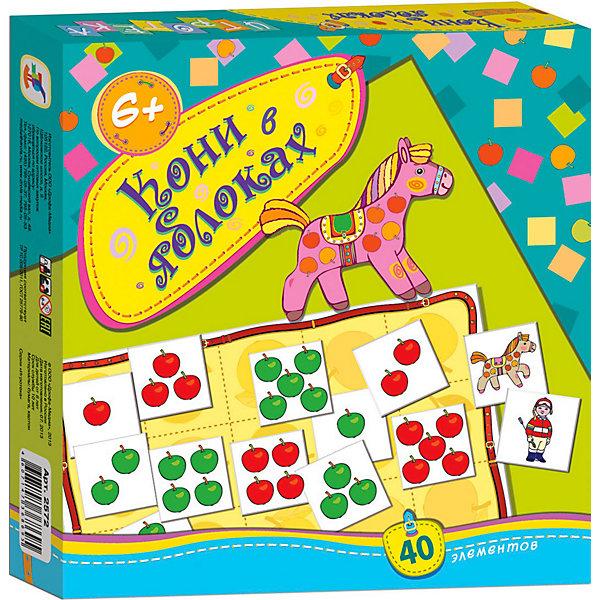 Игротека Кони в яблоках, Дрофа-МедиаКниги для развития мышления<br>Игротека Кони в яблоках развивает навыки устного счета, логическое мышление, учит ребенка предвидеть результаты и принимать во внимание интересы противника. <br>Игра интересная, возможен как более простой вариант, так и с усложнениями. Предполагается. что ребенок умеет считать до 10 и ориентируется в составе числа 10. Так как цель игры - перемещая лошадку по игровому полю, набрать карточки с изображением яблок (их на разных карточках от 1 до 5), так чтобы общее количество яблок на набранных карточках равнялось 10. Отдельно подсчитываются красные и зеленые яблочки. Карточки маленькие, 35х35 мм, из очень плотного картона, игровое поле из 4 частей, которое складывается как пазл из 4 элементов, размер поля в собранном виде 22х22 см.<br><br>Дополнительная информация: <br><br>- Количество элементов: 40<br>- Количество игроков: 2<br>- Материал: бумага, картон<br>- Масса: 156 г<br>- Размеры: 200x190x28 мм<br><br>Игротеку Кони в яблоках, Дрофа-Медиа можно купить в нашем магазине.<br>Ширина мм: 190; Глубина мм: 200; Высота мм: 30; Вес г: 170; Возраст от месяцев: 72; Возраст до месяцев: 84; Пол: Унисекс; Возраст: Детский; SKU: 3381979;