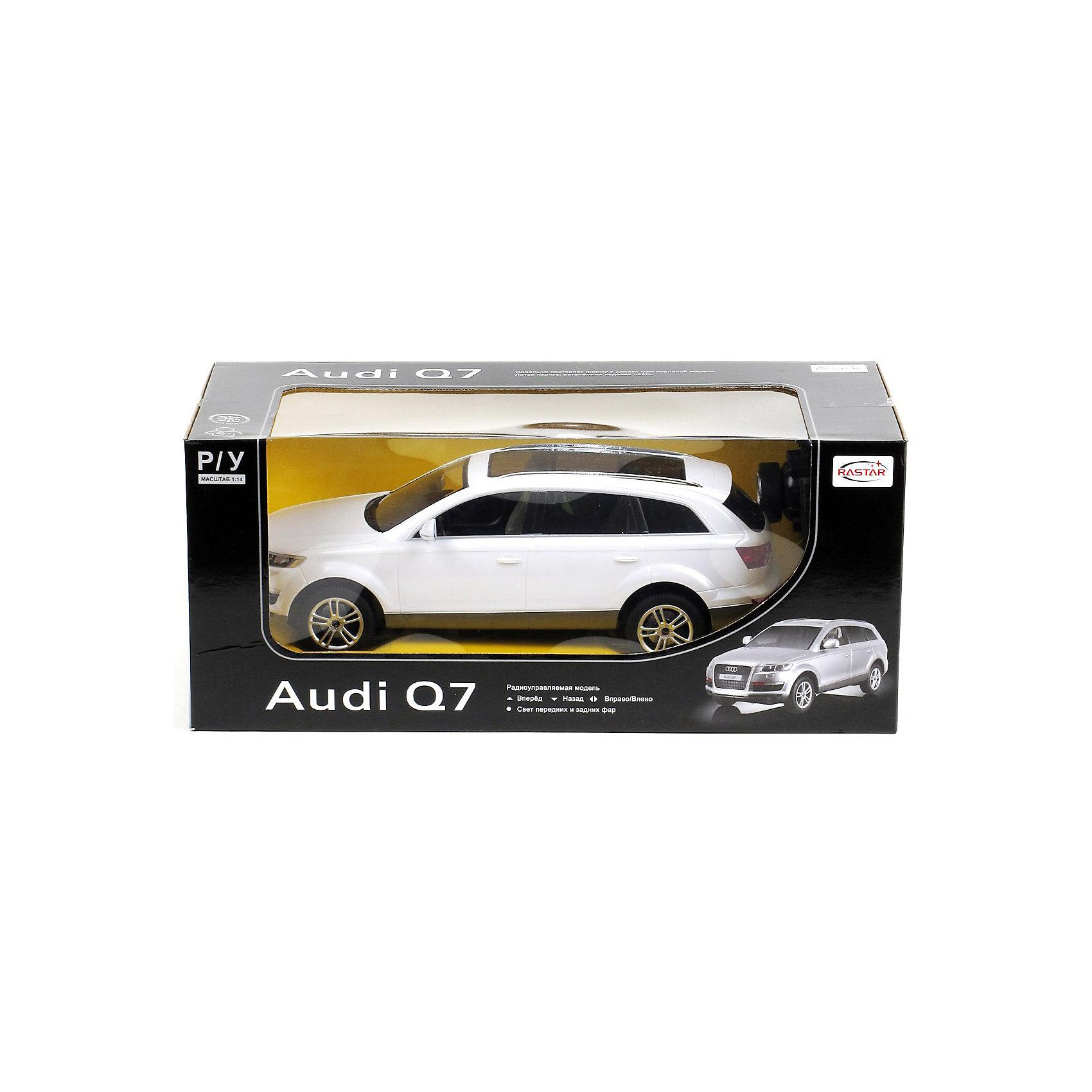 Машина AUDI Q7 1:14, свет, на р/у, RASTAR, в ассортиментеКоллекционные модели<br>Радиоуправляемая модель автомобиля Audi Q7 от Rastar выполнена в масштабе 1:14 из металла с пластмассовыми деталями — точная копия оригинального автомобиля.<br>Автомобиль может двигаться вперед, назад, влево, вправо со скоростью до 12 км/ч. При движении вперед у автомобиля светятся фары.<br>Радиус управления игрушкой до 35 метров.  При игре с автомобилем отлично развиваются логическое мышление и  координация движений.<br><br>Радиоуправляемая машина Audi Q7 от Rastar обрадует любого мальчишку!<br><br>Дополнительная информация:<br><br>- Пульт радиоуправления на частоте 27MHz.<br>- Материал: металл, высококачественная пластмасса<br>- Размеры упаковки(ДхШхВ): 22 x 46 x 20 см<br>- Размеры автомобиля(ДхШхВ):  36x14x12 см<br>- Батарейки: 5 х АА, 1 х «Крона». В комплект не входят.<br>- Вес: 1,58 кг<br>Внимание! Данный товар представлен в ассортименте и может отличаться цветовым исполнением (черный, серебристый, белый и проч.) К сожалению, предварительный выбор определенного цвета товара невозможен.<br><br>Машину AUDI Q7 1:14, свет, на р/у, RASTAR, в ассортименте можно купить в нашем интернет-магазине.<br><br>Ширина мм: 220<br>Глубина мм: 460<br>Высота мм: 200<br>Вес г: 1580<br>Возраст от месяцев: 36<br>Возраст до месяцев: 1188<br>Пол: Мужской<br>Возраст: Детский<br>SKU: 3482931