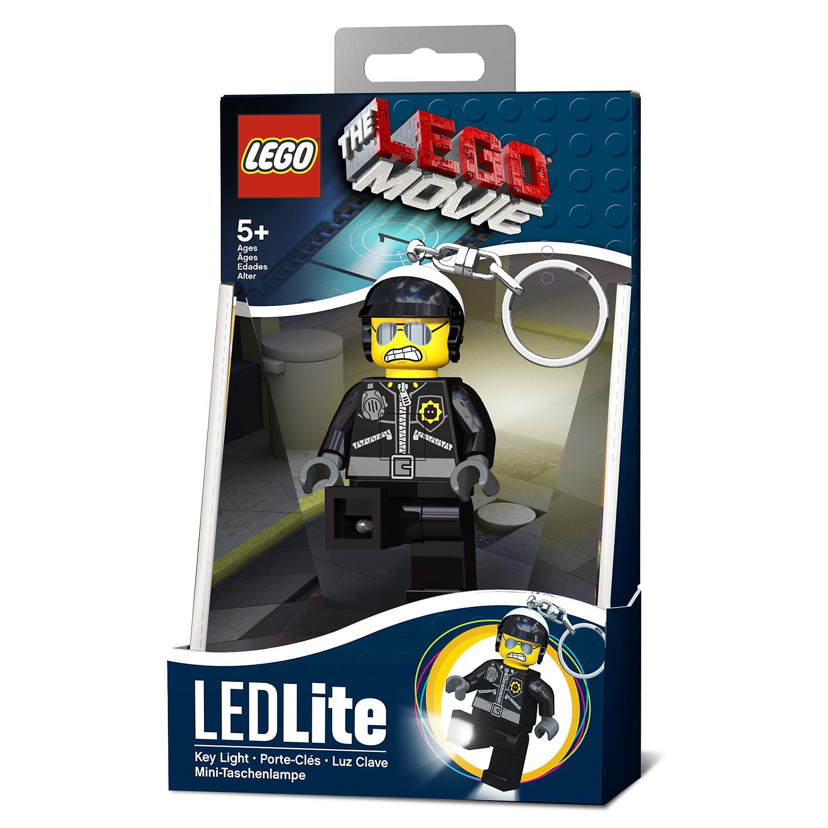Брелок-фонарик для ключей, LEGO Movie Bad CopБрелок-фонарик для ключей, LEGO Movie Bad Cop (Лего) - стильный брелок-фонарик станет отличным подарком для поклонников мультфильма и новой серии LEGO Movie.<br>Оригинальный брелок-фонарик изготовлен в виде фигурки плохого полицейского - известного злодея, приспешника Президента Бизнес. Модель выполнена в лучших традициях LEGO и поражает своей проработанностью. Удобная кнопка включения и выключения позволяет играть с брелоком и без опасения тратить заряд. Брелок-фонарик с подвижными руками и ногами обязательно завоюет сердце малыша! Нажмите фигурке на живот и у нее загорятся светодиодные лампочки в ступнях, удобно помогая осветить замочную скважину. Металлическое крепление для ключей входит в комплект.<br><br>Дополнительная информация:<br><br>-Батарейки: 2хCR2025  (входят в комплект)<br>-Материал: пластик, металл<br>-Высота фигурки: 7,5см.<br>-Возраст: от 5 лет<br><br>Брелок-фонарик для ключей, LEGO Movie Bad Cop можно купить в нашем интернет-магазине.<br><br>Ширина мм: 97<br>Глубина мм: 41<br>Высота мм: 150<br>Вес г: 65<br>Возраст от месяцев: 36<br>Возраст до месяцев: 144<br>Пол: Унисекс<br>Возраст: Детский<br>SKU: 3514698