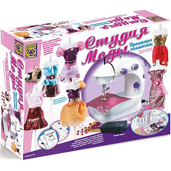 Швейная машинка Студия моды, CreativeШитьё<br>НаборСтудия моды Creative - увлекательный набор для творчества, который позволит маленькой рукодельнице почувствовать себя настоящим дизайнером и создать коллекцию модной одежды для любимых кукол.<br><br>Набор содержит полностью оснащенную мастерскую дизайнера, в которой есть все необходимое для создания оригинальных стильных нарядов: швейная машинка, манекены,  выкройки, эскизы и многое другое. В подробной инструкции Вы найдете идеи для создания моделей одежды и советы по их изготовлению.<br><br>Дополнительная информация:<br><br>- В комплекте: швейная машинка с ножной педалью, 6 пластиковых манекенов, набор булавок, отрезы ткани различных цветов и фактуры, стразы, выкройки, эскизы, инструкции.<br>- Размер упаковки: 48 х 38 х 12 см.<br>- Вес: 2 кг.<br>- Швейная машинка работает на 4-х батарейках типа АА - 1.5 V (в комплект не входят).<br><br>Набор Студия моды от Creative можно купить в нашем интернет-магазине.<br><br>Ширина мм: 480<br>Глубина мм: 380<br>Высота мм: 120<br>Вес г: 2000<br>Возраст от месяцев: 84<br>Возраст до месяцев: 144<br>Пол: Женский<br>Возраст: Детский<br>SKU: 3530668