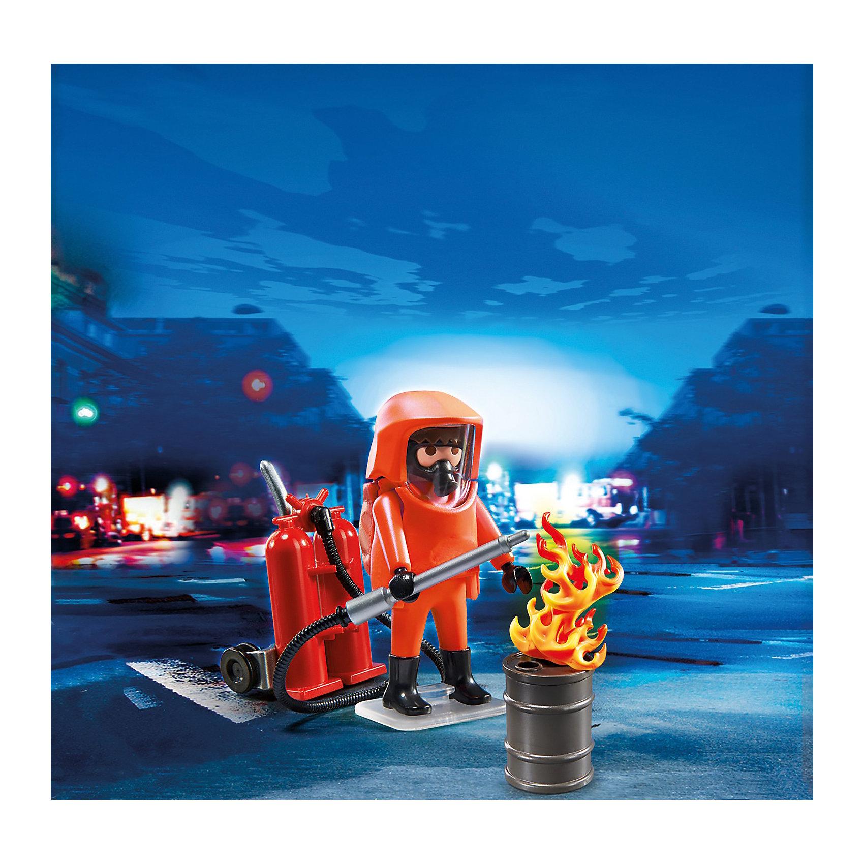 PLAYMOBIL  5367 Пожарная служба: Специальные пожарные силыПожарная служба: Специальные пожарные силы – небольшой и компактный набор, который всегда можно брать с собой. <br>Бывают ситуации, когда простые пожарные не могут справиться с огнем. <br>Он полыхает высоким пламенем, и войти в горящее здание можно только в специальном огнеупорном костюме. <br>Таким тушением может заниматься специально подготовленный пожарный, который не боится большого пламени и уверенно двигается среди раскаленного огня. <br>Игровые наборы Playmobil (Плеймобил) помогут создать интересный игровой момент и надолго привлекут внимание ребенка. <br>Для тушения пожара пожарный надевает оранжевый огнеупорный костюм. <br>Сзади него крепится бак с раствором, который при прохождении через трубку превращается в пену. <br>Огонь таким составом раствора легко тушится. <br>С пеной можно работать в деревянных и бетонных помещениях, она тушит места возгорания, где есть проводка. <br>Конструкторы помогут собрать картинку воедино и осуществить задуманное юным сценаристом.<br>В игровой набор Playmobil входят фигурка пожарного в костюме, огонь в бочке, инструмент для перевозки раствора, шланг и труба.<br>Игрушка знакомит ребенка с новой профессией, объясняет, чем занимаются пожарные. <br>Игры с набором развивают образное мышление и логику, любознательность и внимание.<br><br>PLAYMOBIL  5367 Пожарная служба: Специальные пожарные силы можно купить в нашем магазине.<br><br>Ширина мм: 156<br>Глубина мм: 101<br>Высота мм: 54<br>Вес г: 66<br>Возраст от месяцев: 60<br>Возраст до месяцев: 120<br>Пол: Мужской<br>Возраст: Детский<br>SKU: 3536840