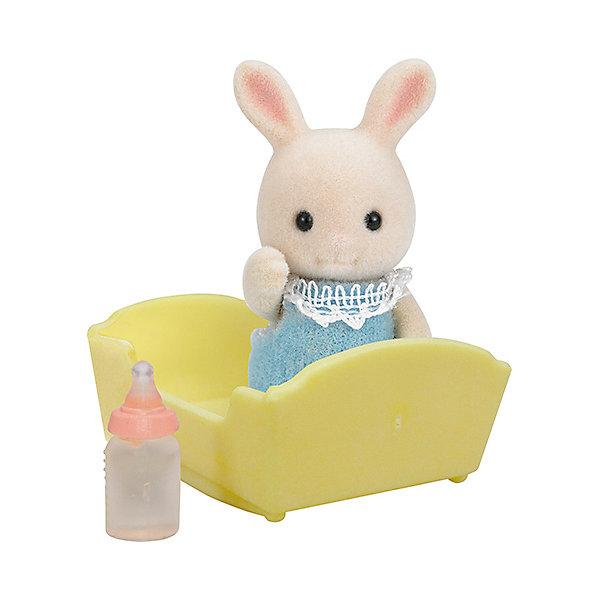 Набор Малыш Молочный Кролик, Sylvanian FamiliesSylvanian Families<br>Набор Малыш Молочный Кролик, Sylvanian Families (Сильваниан Фэмилис). Маленький кролик ищет себе настоящих и верных  друзей. Очаровательный малыш обязательно станет другом вашему ребенку. Он одет в мягкий голубой комбинезон на липучке. Кролик любит, чтобы по вечерам его укладывали спать в колыбельку и давали попить из бутылочки. Фигурка выполнена из гипоаллергенного приятного материала. Игрушка развивает мелкую моторику и фантазию. <br><br>Дополнительная информация:<br><br>- Материал: текстиль, ПВХ с полимерным наполнением, пластмасса<br>- Размер фигурки: 3.5 см<br>- Комплектация: фигурка, колыбель, бутылочка.<br><br>Набор Малыш Молочный Кролик, Sylvanian Families (Сильваниан Фэмилис) можно купить в нашем магазине.<br>Ширина мм: 121; Глубина мм: 78; Высота мм: 38; Вес г: 37; Возраст от месяцев: 36; Возраст до месяцев: 72; Пол: Женский; Возраст: Детский; SKU: 3549196;