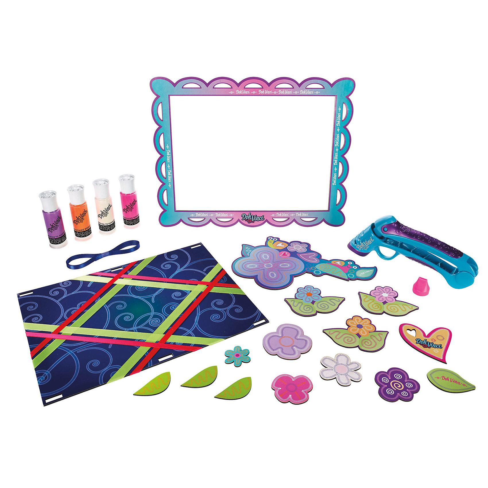 Набор для творчества Рамка на память, DohVinciРамка на память, DohVinci (До-Винчи) - новый оригинальный набор для творчества, с помощью которого Ваш ребенок сможет создать своим руками красивую рамку для рисунков или фотографий. В набор входит специальный стайлер для создания чудесных узоров из пластилина, рамка для декорирования и четыре картриджа с пластилином разных цветов. Вставьте картридж с пластилином в стайлер и, сделав несколько нажатий, Вы получите красивые узоры, которыми можно украсить элементы рамки. Пластилин DohVinci быстро засыхает, хорошо сохраняя заданную форму, полностью безопасен для детей. <br><br>Дополнительная информация:<br><br>- В комплекте: стайлер для декорирования, 4 картриджа, дополнительная насадка, лента, рамка, инструкция.<br>- Материал: высококачественный пластик, пластилин<br>- Размер упаковки: 31,2 x 30,5 x 5 см.<br>- Вес: 0,522 кг. <br><br>Набор для творчества Рамка на память, DohVinci, Play-Doh (Плей-До) можно купить в нашем интернет-магазине.<br><br>Ширина мм: 307<br>Глубина мм: 299<br>Высота мм: 53<br>Вес г: 503<br>Возраст от месяцев: 72<br>Возраст до месяцев: 120<br>Пол: Женский<br>Возраст: Детский<br>SKU: 3555760