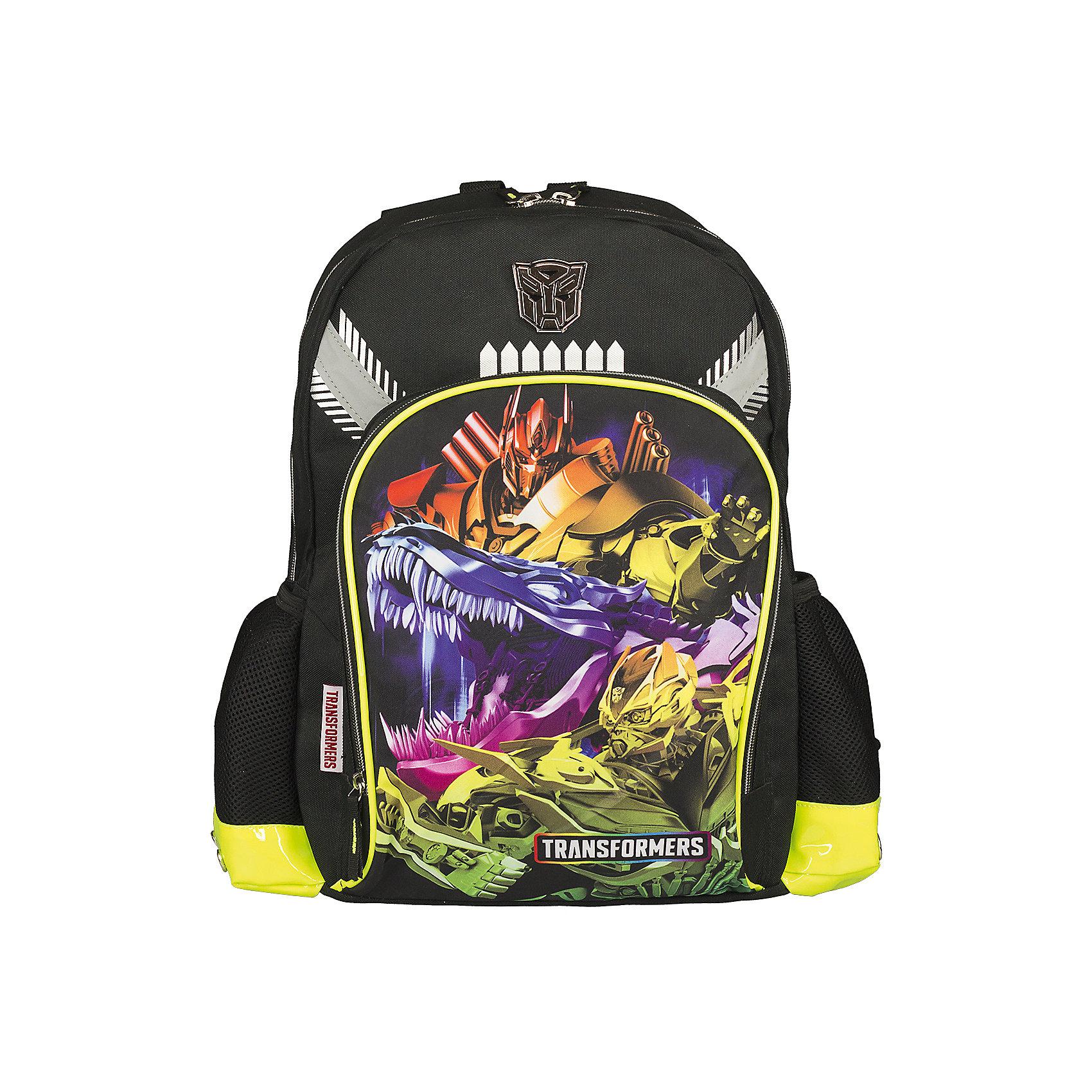 Школьный рюкзак, ТрансформерыРюкзак, мягкая спинка, Transformers (Трансформеры) – прекрасный подарок вашему ребенку, поклоннику мультсериала Трансформеры.<br>В такой рюкзачок поместятся книги, тетради, предметы школьной канцелярии, а также разные мелочи для личного пользования. Изюминкой этой модели является оригинальный принт, выполненный по мотивам мультфильма Трансформеры. Спинка рюкзака, обтянута «дышащей» сетчатой тканью, которая выступает в роли вентиляционной системы. Она обеспечивает хорошую проницаемость и циркуляцию воздуха между задней стенкой и спиной ребенка. Лямки регулируются в зависимости от роста ребенка. Сверху у рюкзака есть удобная ручка для переноски. Рюкзак имеет основное отделение, закрывающееся на застежку молнию, большой внешний карман на молнии, два боковых сетчатых кармашка. Рюкзак изготовлен из прочного материала, устойчивого к влаге и грязи.<br><br>Дополнительная информация:<br><br>- Вес: 579 гр.<br>- Размер: 40х30х13 см.<br>- Материал: полиэстер<br><br>Рюкзак, мягкая спинка, Transformers (Трансформеры)- теперь ваш ребенок не забудет взять с собой письменные принадлежности и тетради!<br><br>Рюкзак, мягкая спинка, Transformers (Трансформеры) можно купить в нашем интернет-магазине.<br><br>Ширина мм: 130<br>Глубина мм: 400<br>Высота мм: 300<br>Вес г: 579<br>Возраст от месяцев: 96<br>Возраст до месяцев: 108<br>Пол: Мужской<br>Возраст: Детский<br>SKU: 3563183