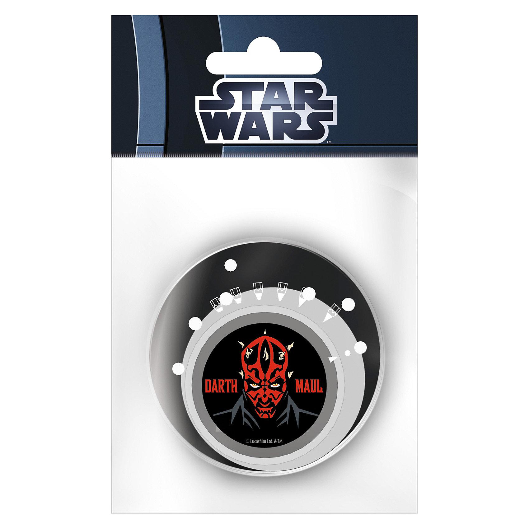 Точилка с изменяемым углом заточки, Star WarsЗвездные войны Товары для фанатов<br>Точилка с изменяемым углом заточки Star Wars (Звездные войны) станет замечательным дополнением к другим канцелярским принадлежностям бренда Star Wars. Точилка оформлена в стиле знаменитой киноэпопеи Звездные войны и поможет всегда качественно заточить карандаши. Точилка имеет 6 вариантов заточки грифеля карандаша. Чтобы выбрать желаемую толщину грифеля, нужно повернуть стрелку, изображенную на корпусе, на нужный рисунок заточки. <br><br>Дополнительная информация:<br><br>- Материал: пластик.<br>- Размер упаковки: 10 х 8 х 2 см.<br><br>Точилку Star Wars можно купить в нашем интернет-магазине.<br><br>Ширина мм: 60<br>Глубина мм: 60<br>Высота мм: 10<br>Вес г: 50<br>Возраст от месяцев: 96<br>Возраст до месяцев: 108<br>Пол: Мужской<br>Возраст: Детский<br>SKU: 3563198