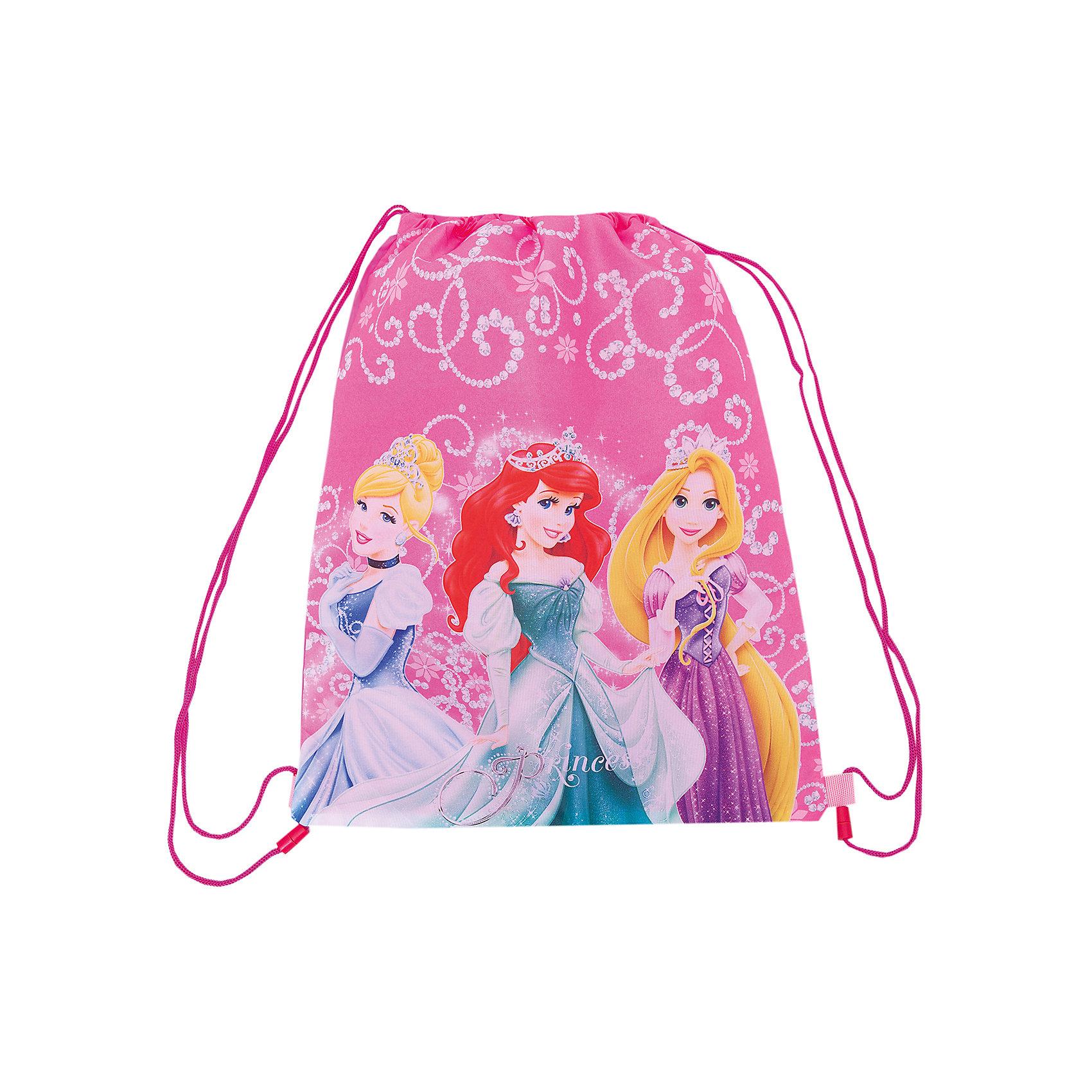 Сумка-рюкзак для обуви, Принцессы ДиснейСумка-рюкзак для обуви, Disney Princess (Принцессы Диснея) – бережно сохранит сменную обувь вашего ребенка от грязи и воды.<br>Если ваш ребенок все время забывает взять с собой на занятия сменную обувь или же упорно не хочет этого делать, приобретите для него сумку-рюкзак для обуви, Disney Princess. Такое изделие сразу же решит возникшую проблему, ведь это не простой и скучный пакет, а собственная аккуратная сумочка. Теперь ребенок ни за что не забудет свою обувь дома и с радостью отправится на занятия в школу или в секцию. Небольшая сумка-рюкзак для обуви с дополнительным карманом очень удобная, затягивается по бокам специальными шнурками, которые используются в качестве лямок, имеет одно отделение. Ее можно носить на спине как рюкзак. В сложенном виде занимает мало места. Изготовлена сумка-рюкзак из плотной ткани.<br><br>Дополнительная информация:<br><br>- Материал: износоустойчивый полиэстер<br>- Размер: 43х34 см.<br><br>Сумку-рюкзак для обуви, Disney Princess (Принцессы Диснея) можно купить в нашем интернет-магазине.<br><br>Ширина мм: 350<br>Глубина мм: 350<br>Высота мм: 20<br>Вес г: 500<br>Возраст от месяцев: 48<br>Возраст до месяцев: 84<br>Пол: Женский<br>Возраст: Детский<br>SKU: 3563280