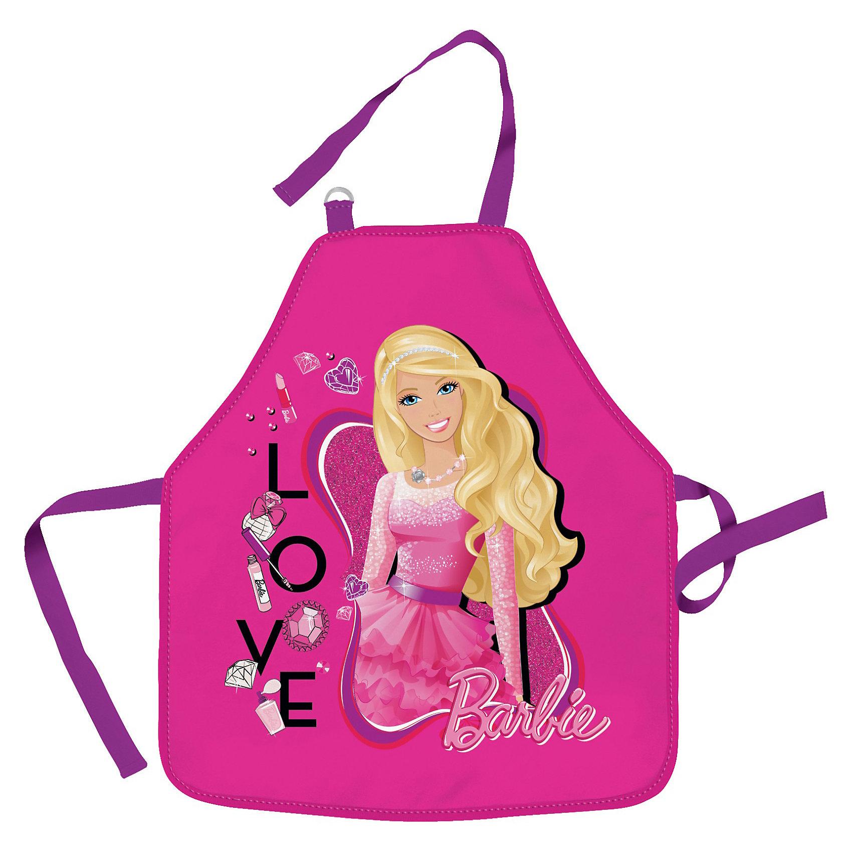 Фартук, BarbieBarbie<br>Фартук Barbie (Барби) обязательно пригодится Вашей дочке на занятиях по труду. Удобный, стильный, практичный - вот главные характеристики этого изделия.  Девочка сможет надеть такой фартук без посторонней помощи: завязка на шее сделана в виде ремешка, который продевается сквозь пряжку, а талия фиксируется с помощью обычных завязок.<br><br>Дополнительная информация: <br><br>- Эта вещь создана для защиты одежды ребенка во время занятий по труду;<br>- Фартук украшен рисунком с изображением любимой куколки Barbie (Барби);<br>- Размер: 51 х 44 см (фартук);<br>- Материал: полиэстер;<br>- Вес: 58 г.<br><br>Фартук Barbie (Барби) можно купить в нашем интернет-магазине.<br><br>Ширина мм: 510<br>Глубина мм: 440<br>Высота мм: 10<br>Вес г: 580<br>Возраст от месяцев: 48<br>Возраст до месяцев: 84<br>Пол: Женский<br>Возраст: Детский<br>SKU: 3563302