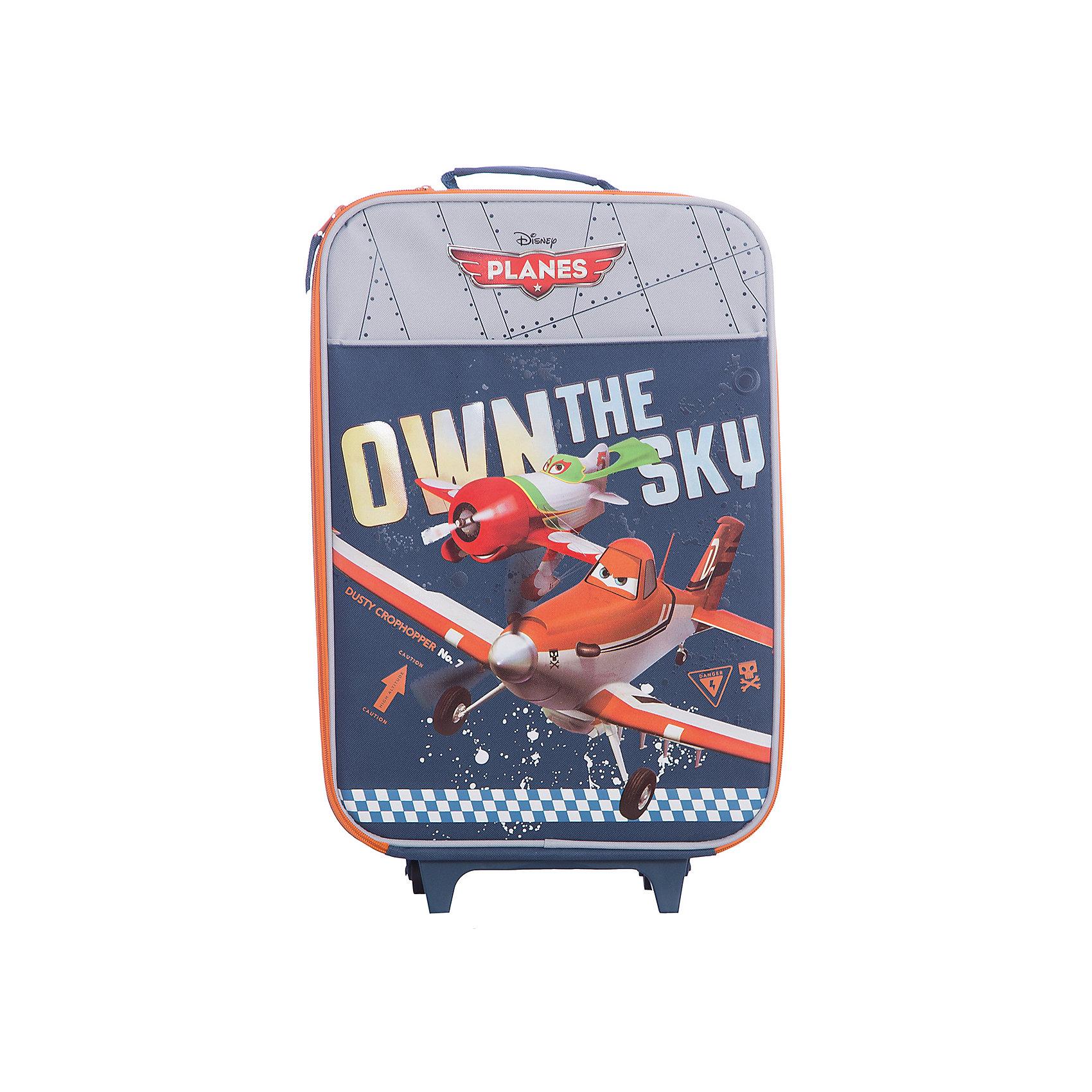Чемодан на роликах, СамолетыДорожные сумки и чемоданы<br>Чемодан на роликах Самолеты (Planes) отличается прочностью и надежностью, это  идеальный вариант для путешествий. Чемодан оснащен жестким каркасом, укрепленным алюминиевым контуром и пластиковыми вставками. Детали складной тележки выполнены из металла, имеются два пластмассовых колеса и две опорные ножки.<br><br>Внутри чемодана одно большое отделение на молнии с лямками для крепления вещей. Пластмассовая рукоятка имеет анатомический рельеф для ладони, на корпусе имеются также две тканевые ручки с дополнительным покрытием. Чемодан серой расцветки украшен принтом с изображением персонажа диснеевского мультфильма Самолеты.<br><br>Дополнительная информация:<br><br>- Материал: полиэстер.<br>- Размер: 47 х 33 х 13,5 см. <br><br><br>Чемодан на роликах Самолеты можно купить в нашем интернет-магазине.<br><br>Ширина мм: 470<br>Глубина мм: 330<br>Высота мм: 135<br>Вес г: 1500<br>Возраст от месяцев: 48<br>Возраст до месяцев: 84<br>Пол: Мужской<br>Возраст: Детский<br>SKU: 3563422