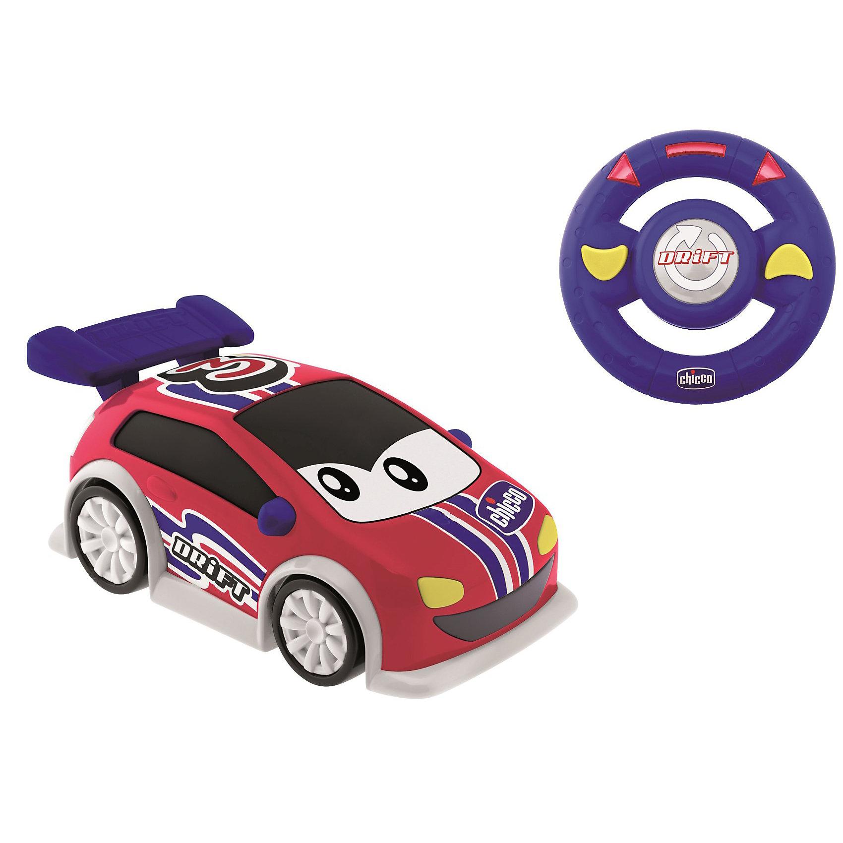 Машинка Danny Drift, с д.у., ChiccoМашинки и транспорт для малышей<br>Машинка Danny Drift, с д.у., Chicco (Чико) - эта машинка доставит массу удовольствия юному автолюбителю.<br>Машинка Danny – это яркая, симпатичная машинка с дистанционным управлением. Устройство управления похоже на настоящее рулевое колесо, оно очень удобное в использовании – просто поворачивайте его влево или вправо, и машинка изменит направление скольжения, прямо как настоящий спортивный автомобиль. После нажатия центральной кнопки Drift (Боковое отклонение) машинка начнет скользить и выделывать зрелищные номера, еще более забавные благодаря звуковому сопровождению.<br><br>Дополнительная информация:<br><br>- Материал: высококачественный пластик<br>- Батарейки для машинки: 4x AA 1,5 В (в комплект не входят)<br>- Батарейки для руля: 3xAAA 1,5 В (в комплект не входят)<br>- Размер упаковки: 35х20х25 см.<br>- Вес: 0,7 кг.<br><br>Машинку Danny Drift, с д.у., Chicco (Чико) можно купить в нашем интернет-магазине.<br><br>Ширина мм: 387<br>Глубина мм: 182<br>Высота мм: 211<br>Вес г: 1042<br>Возраст от месяцев: 24<br>Возраст до месяцев: 48<br>Пол: Унисекс<br>Возраст: Детский<br>SKU: 3587139