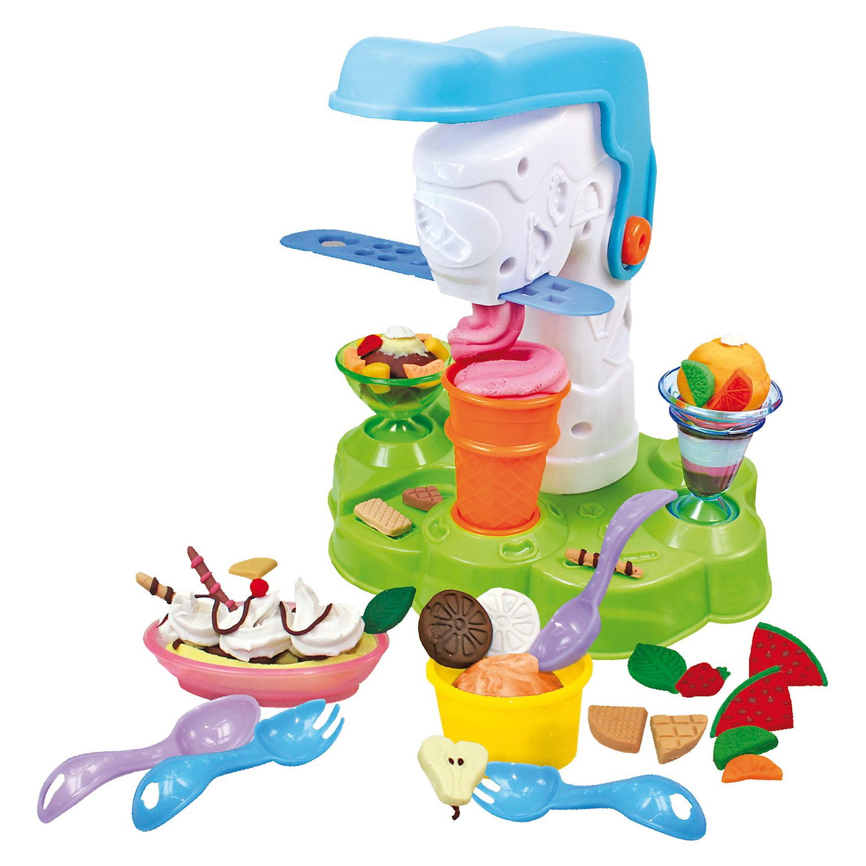 Набор Мастерская кексов, SimbaНабор Мастерская кексов, Simba (Симба) – этот набор порадует вашего малыша и вдохновит на интересные идеи.<br>Набор для лепки Мастерская кексов- это мечта любого ребенка. С помощью него ваш малыш сможет приготовить множество игрушечных, но аппетитных кексов. Пластилин, входящий в набор, очень мягкий и приятный на ощупь, хорошо держит изготовленную форму, не пачкает руки и предметы, не липнет к одежде, абсолютно безопасен для детского здоровья. Если сделанный кекс оставить на некоторое время на воздухе, то пластилин застынет и сделанный вашим ребенком красивый кекс долго сможет радовать глаз. А украсить его можно всевозможными способами: кондитерским шприцом, кондитерской крошкой, которую можно сделать специальной мельницей для размалывания пластилина. Если в мельницу можно положить кусочки пластилина разных цветов, и получится разноцветная кондитерская крошка. На подставке и на шприце есть дополнительные формочки. При помощи специального пресса, можно наполнить емкости. Для этого нужно поместить в аппарат пластилин, нажать на рычаг и подставить к крану емкость. Игрушка стимулирует развитие воображения, учит различать цвета, формы, способствует концентрации внимания и усидчивости, а пластичная консистенция пластилина способствует развитию мелкой моторики пальцев ребёнка.<br><br>Дополнительная информация:<br><br>- В наборе: 4 баночки с пластилином на растительной основе по 50 грамм, 3 подставки под кексы, мельница для украшения, кондитерский шприц, 2 ложки, 2 вилки, станция для изготовления кексов, 2 трафарета для придания формы<br>- Материал: высококачественный и экологический пластик, пластилин<br><br>Набор Мастерская кексов, Simba (Симба) можно купить в нашем интернет-магазине.<br><br>Ширина мм: 405<br>Глубина мм: 304<br>Высота мм: 66<br>Вес г: 925<br>Возраст от месяцев: 36<br>Возраст до месяцев: 60<br>Пол: Унисекс<br>Возраст: Детский<br>SKU: 3589038